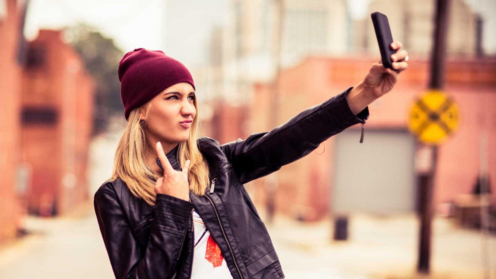 Una selfie subida en las redes puede ser un problema para la pareja