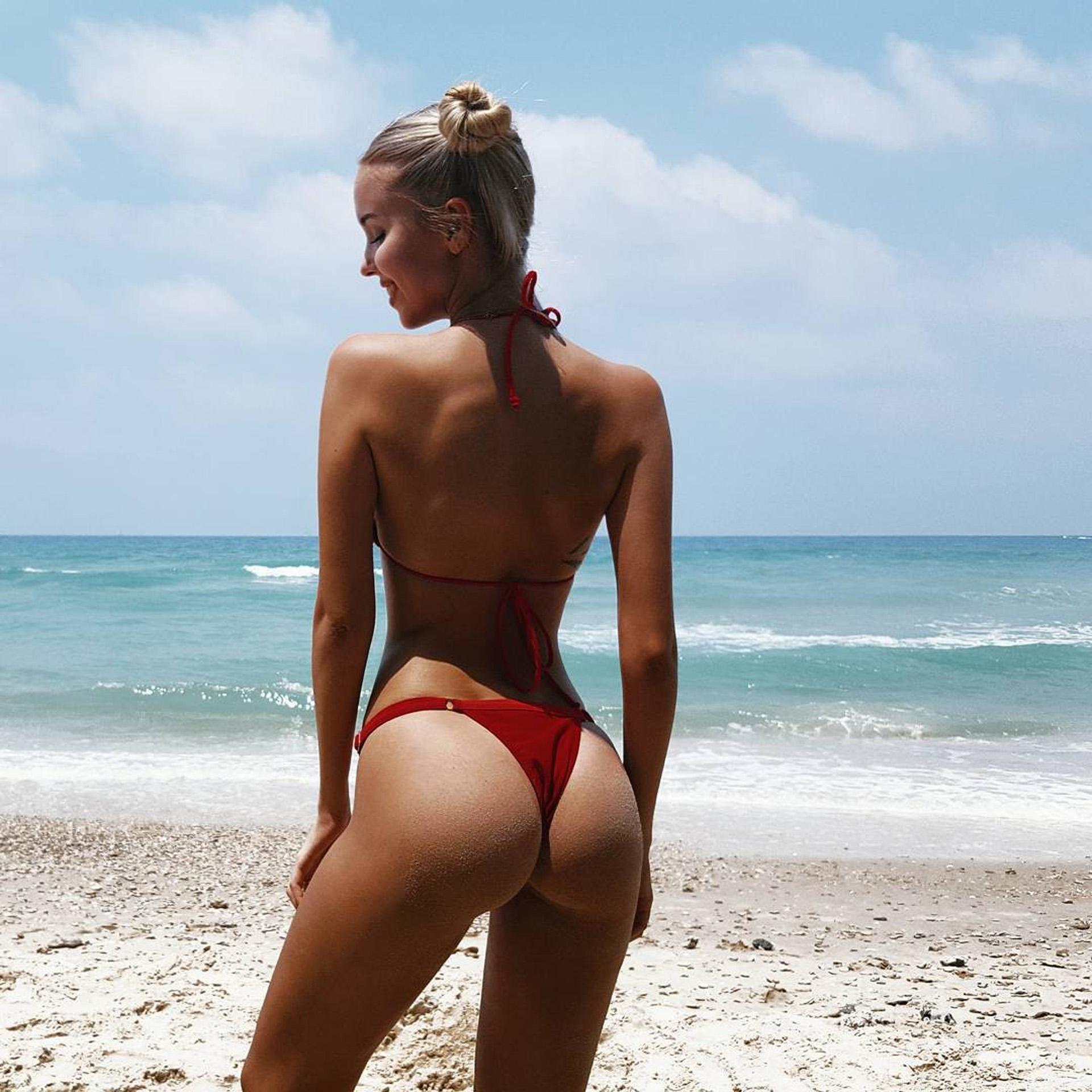 Nada le queda mejor que las bikinis