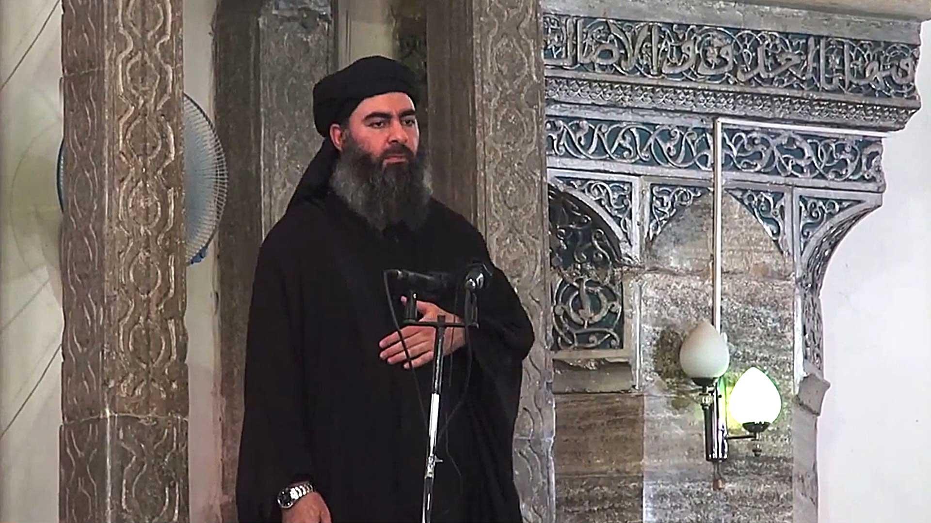 """Abu Bakr al Baghdadi, líder de ISIS, durante la proclamación del """"califato"""" en 2014 en Mosul"""