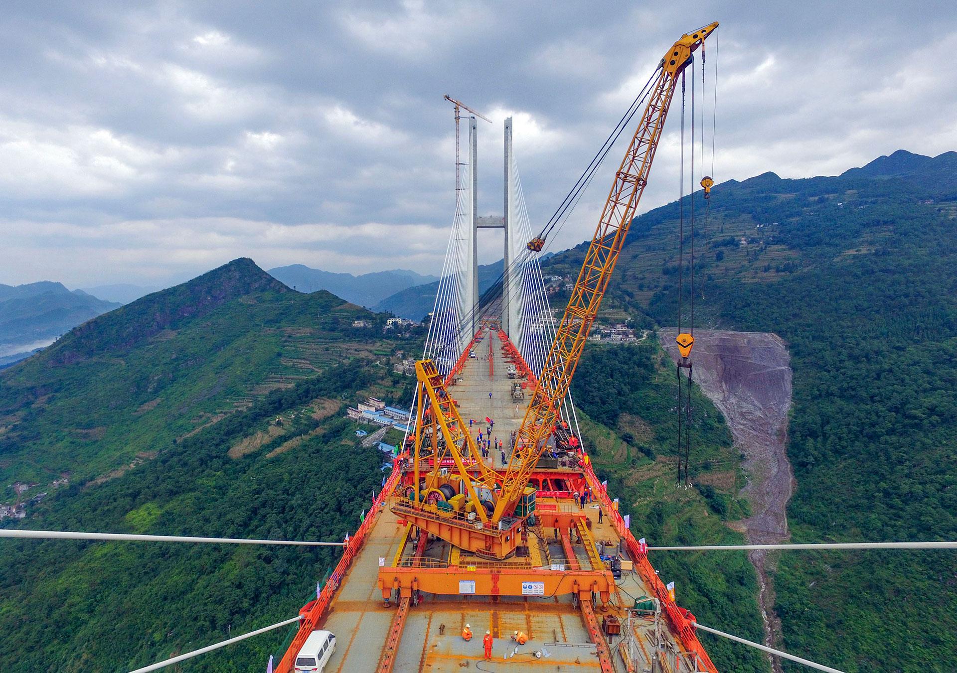 Los ingenieros a cargo del proyecto creen que se abrirá al tránsito antes de fin de año (AFP)