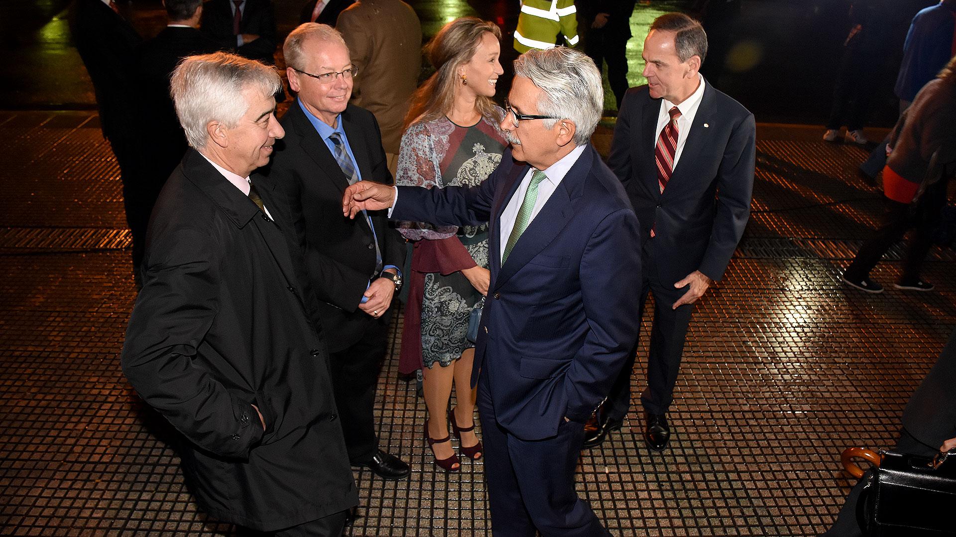 Ali Moshiri, titular de Chevron América Latina, al llegar al Teatro Colón
