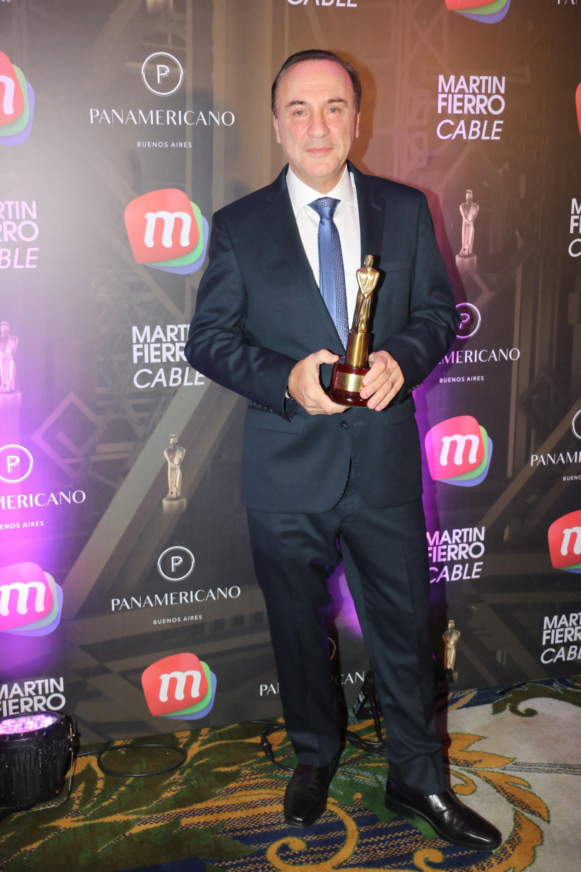 """El doctor Furman recibió el premio por su programa """"Sin Dolor"""" (Verónica Guerman / Teleshow)"""