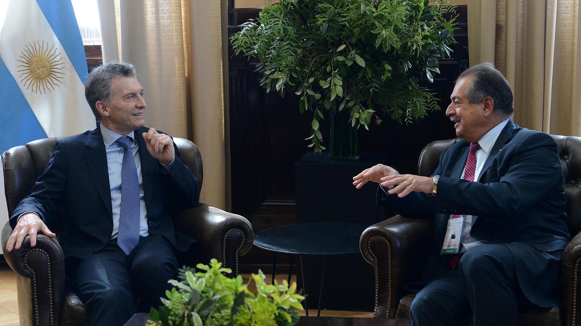 El presidente Mauricio Macri reunido con el director de la empresa Dow Chemical, Andrew Liveris