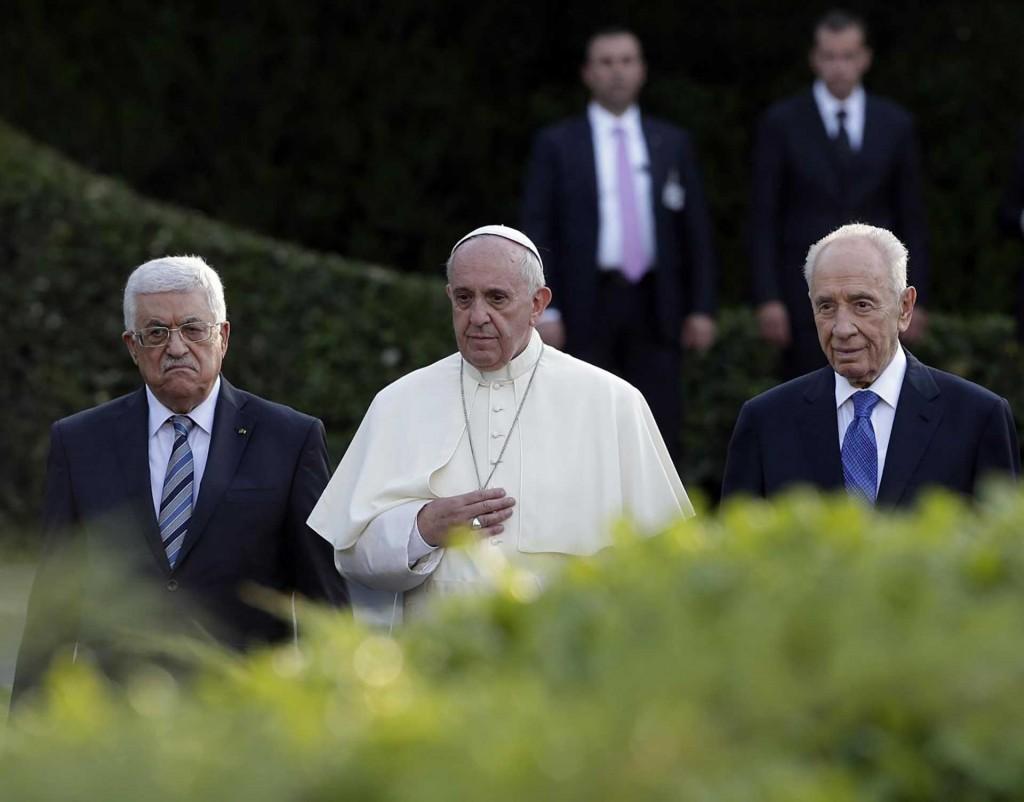 Los presidentes de Israel, Shimon Peres, el de Palestina Mahmoud Abbasjuntos con el Papa Francisco en 2014, en Roma