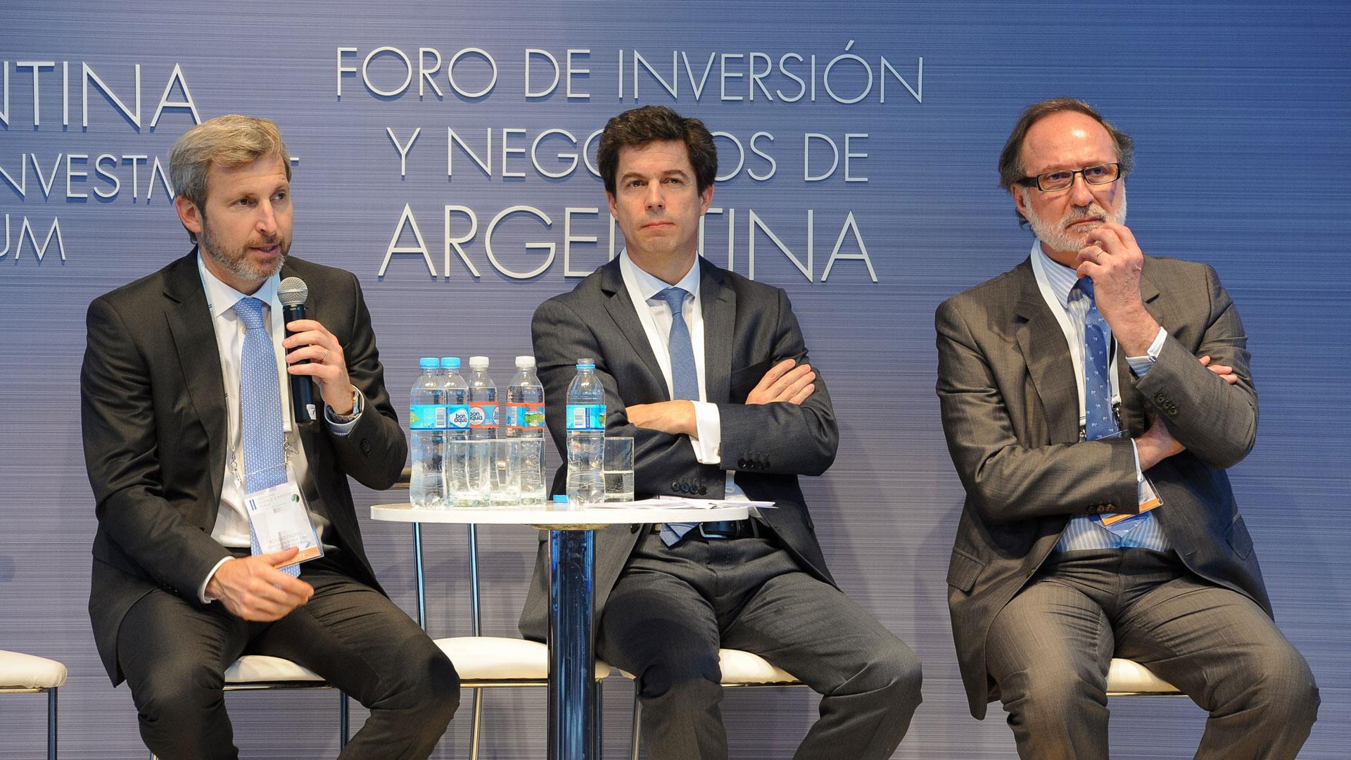 Rogelio Frigerio junto a los funcionarios Pablo Bereciartua y Daniel Chaín