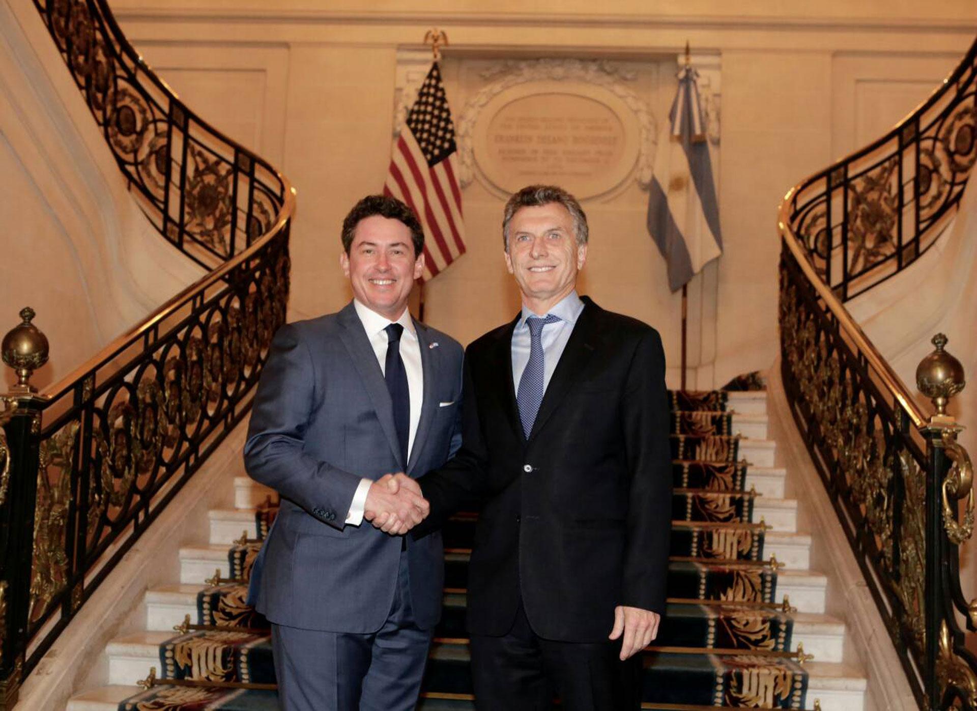 El embajador de los Estados Unidos, Noah Mamet, recibió a Mauricio Macri en el Palacio Bosch con motivo del Foro del Inversiones