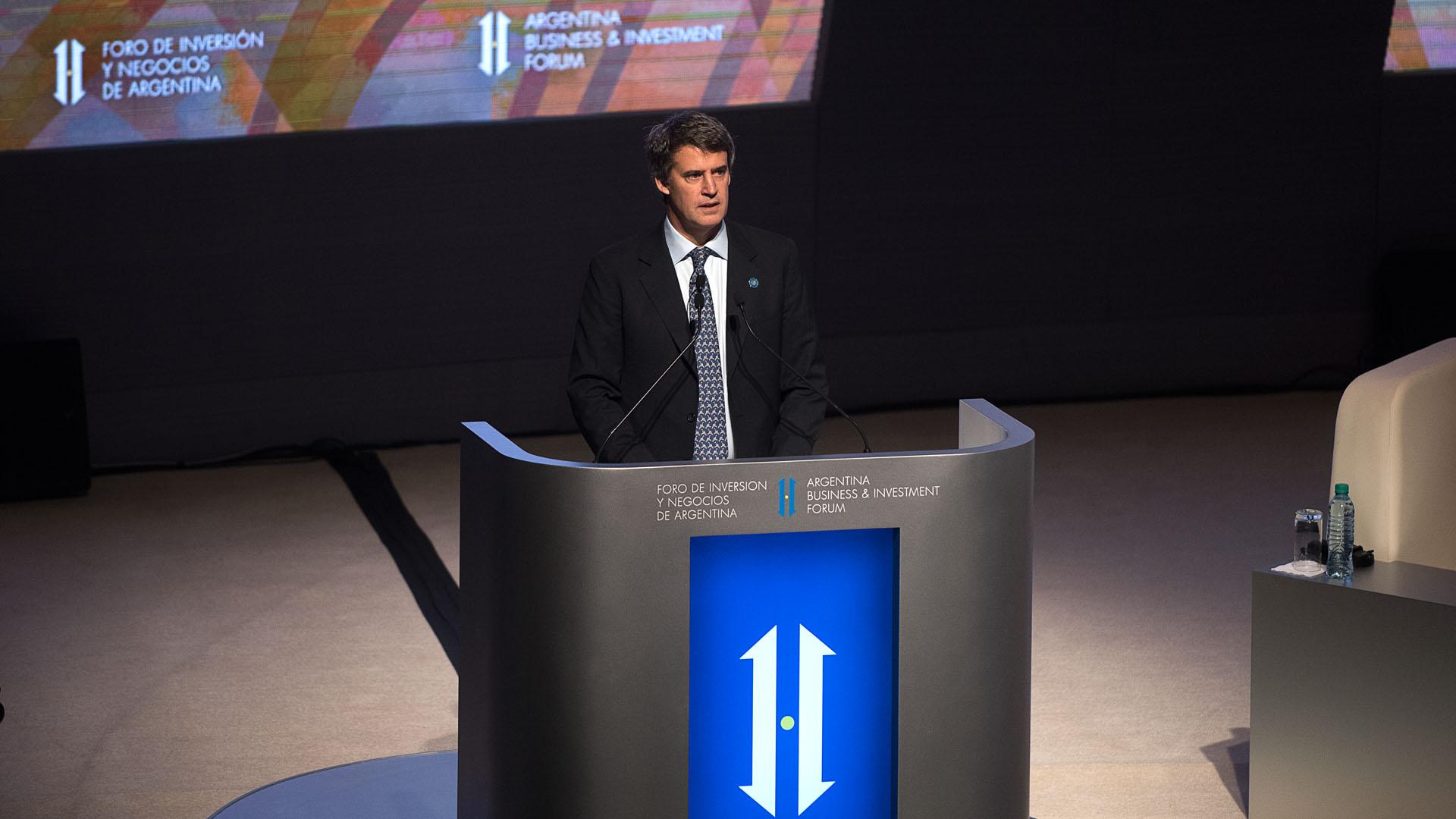 El ministro de Hacienda, Alfonso Prat-Gay, abrió el segundo día del Foro de Inverisón y Negocios de Argentina (Fotos: Adrián Escandar/Nicolás Stulberg)