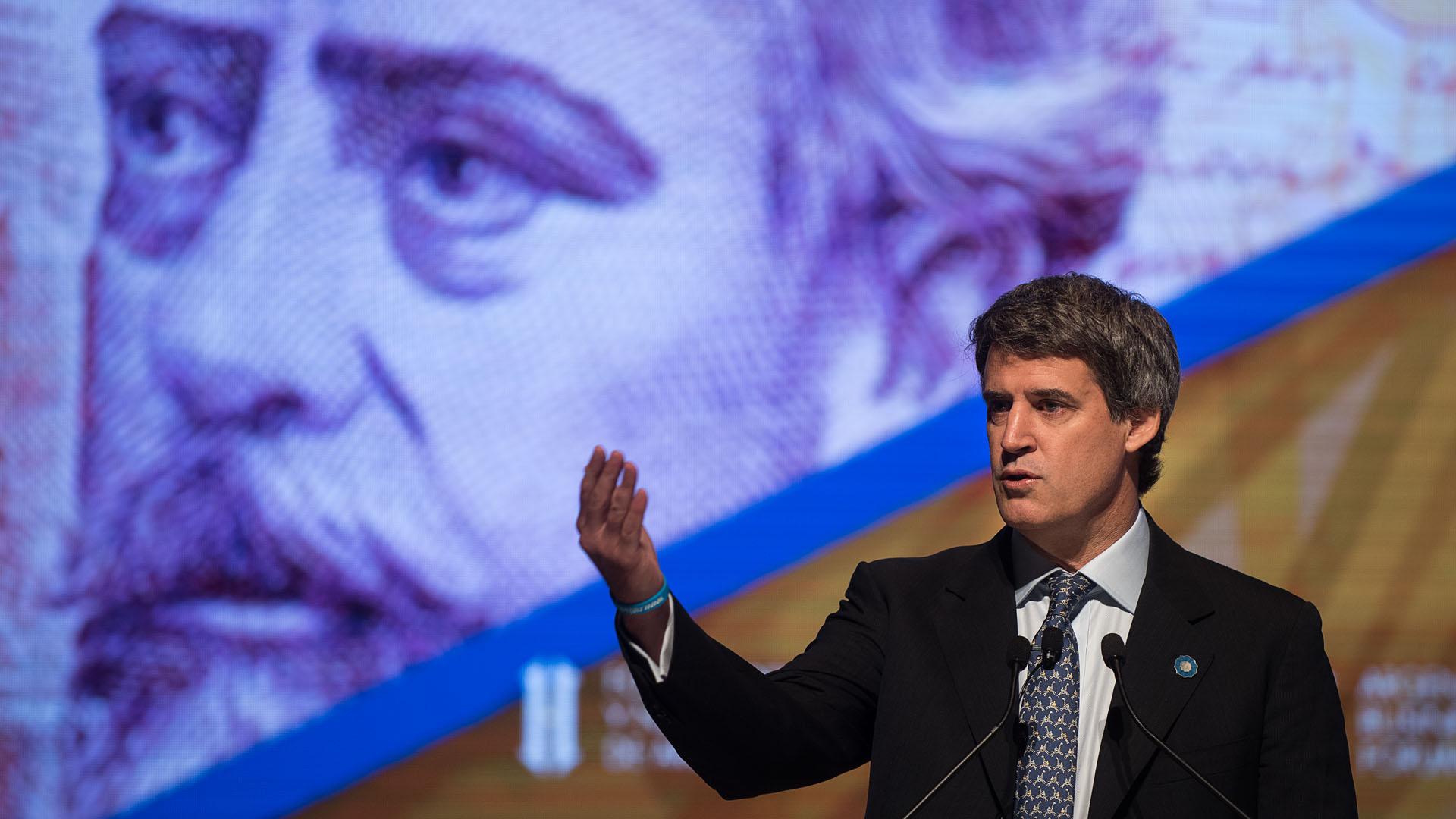 El ministro de Hacienda realizó un pantallazo general de la actual economía argentina en la apertura de la segunda jornada del Foro de Inversión y Negocios que se realiza en el Centro Cultural Kirchner