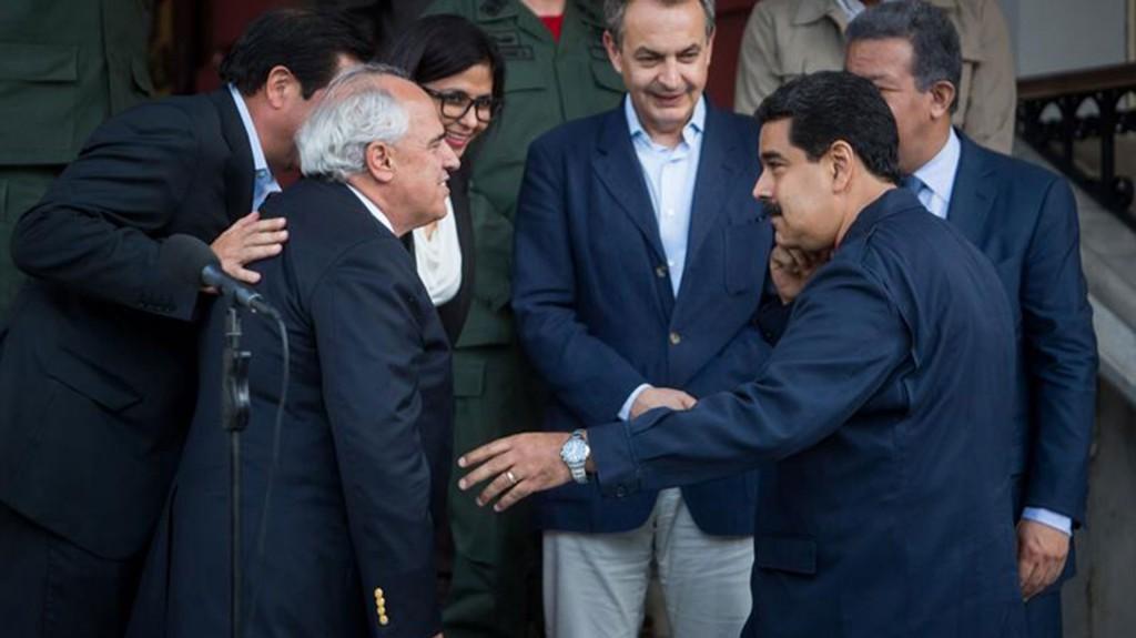 Ernesto Samper junto al ex jefe del Gobierno español José Luis Rodríguez Zapatero, los ex presidentes de Panamá Martín Torrijos y de R. Dominica Leonel Fernández y el presidente Nicolás Maduro (EFE)