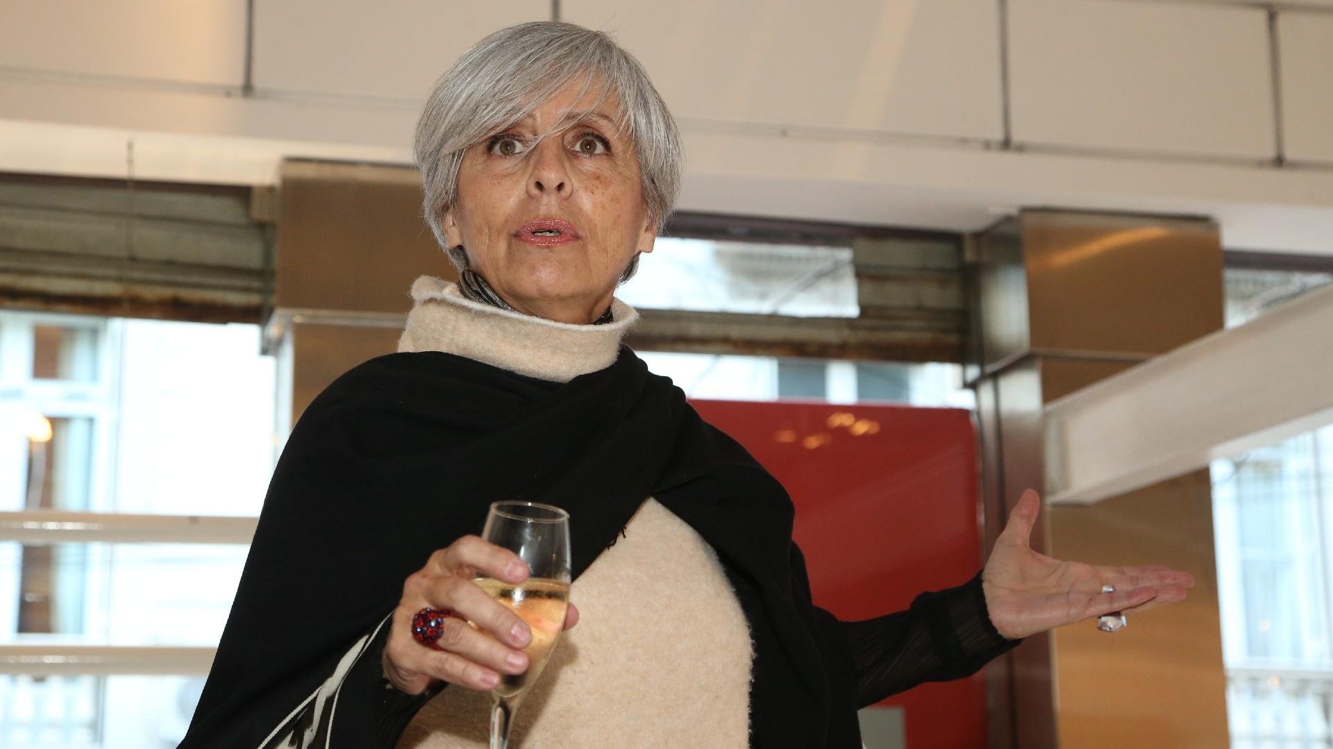 """""""De las bambalinas del universo de la moda, a la vidriera del mundo de la decoración. Distrito Arenales se convertirá en una pasarela excitante, en una muestra de talento, en un despliegue de diseño creativo. Los invito a levantar el telón. Los invito a soñar, a vivir"""", expresó la curadora Dolores Navarro Ocampo en el cóctel de inauguración"""