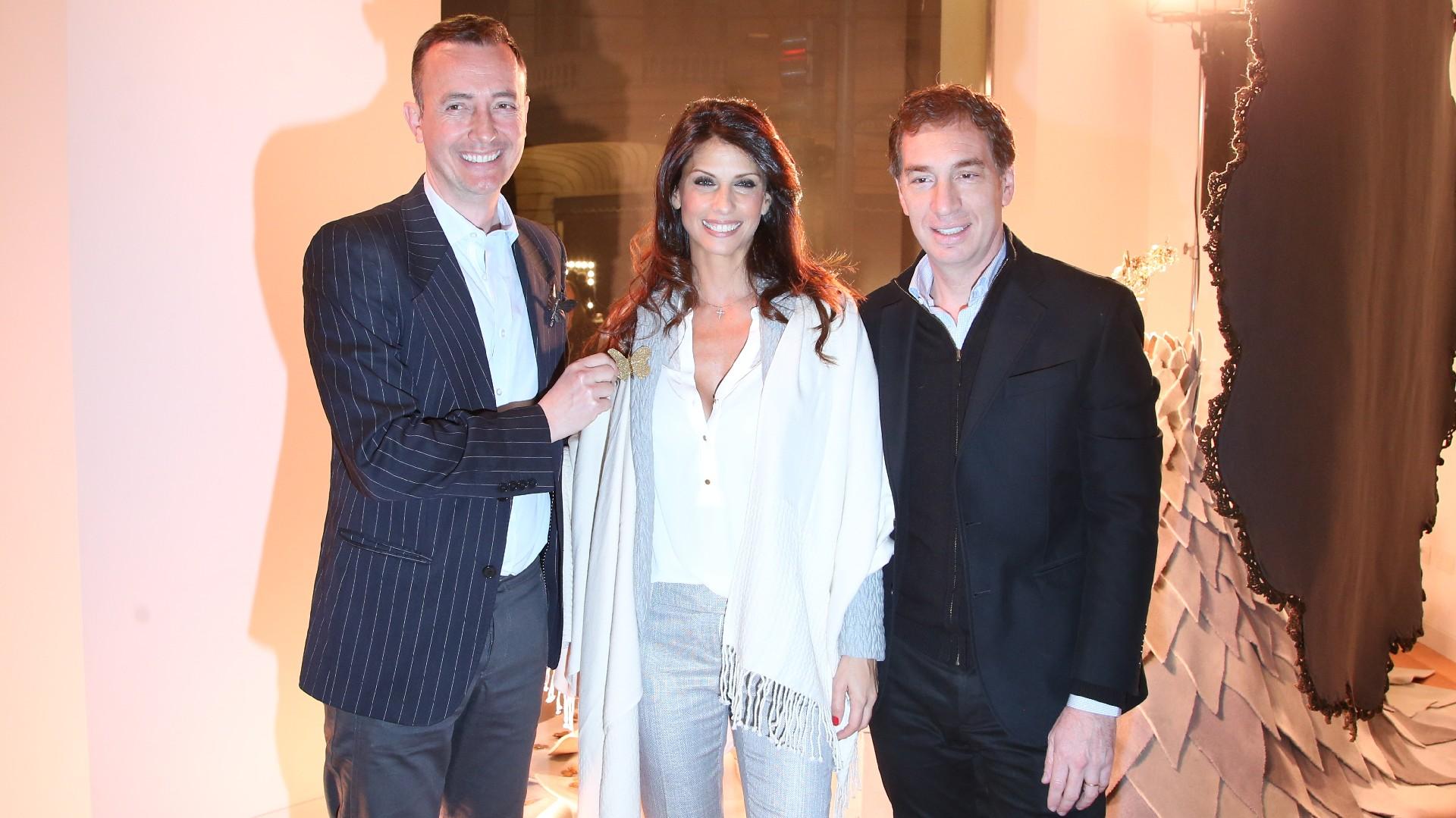 Celedonio Lohidoy intervino la gran vidriera de un local de alfombras y recibió las felicitaciones de Diego Santilli y Analía Maiorana