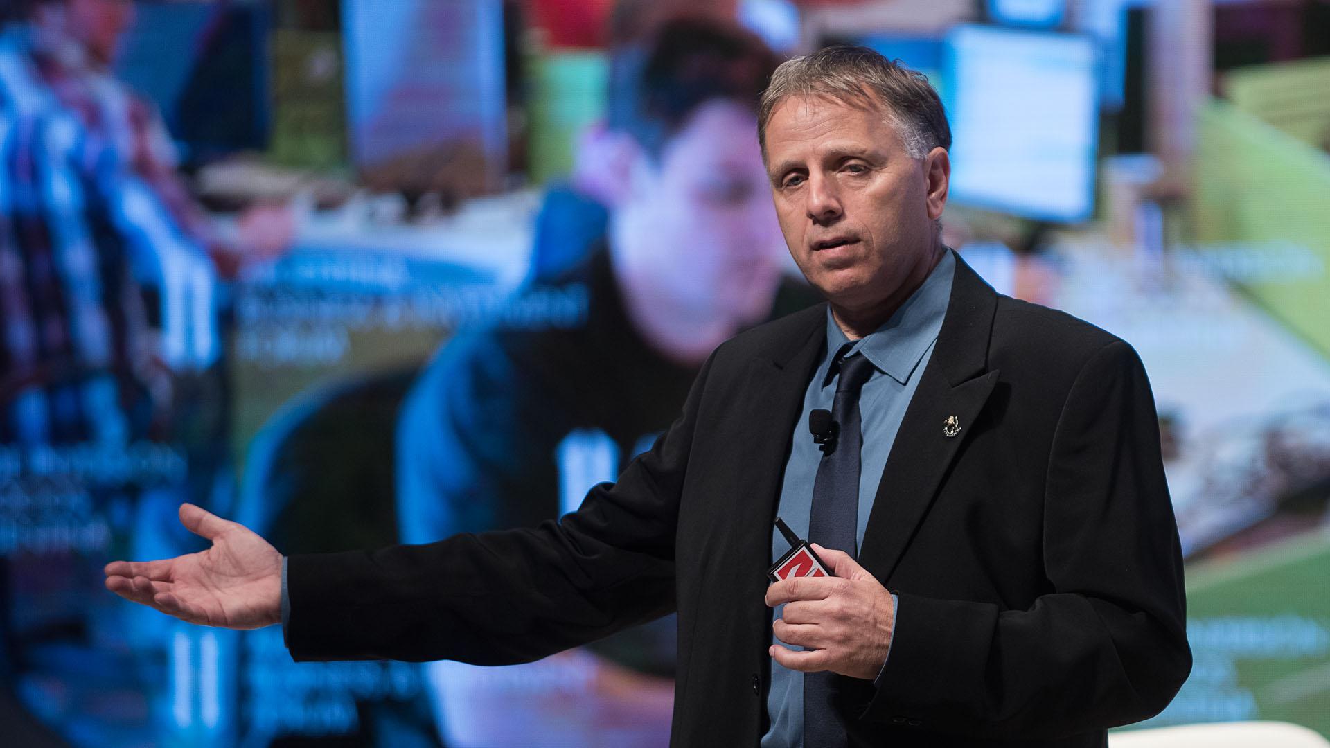 Conferencia de Uri Adoni, socio de JVP Media Labs y ex CEO de Microsoft en Israel,