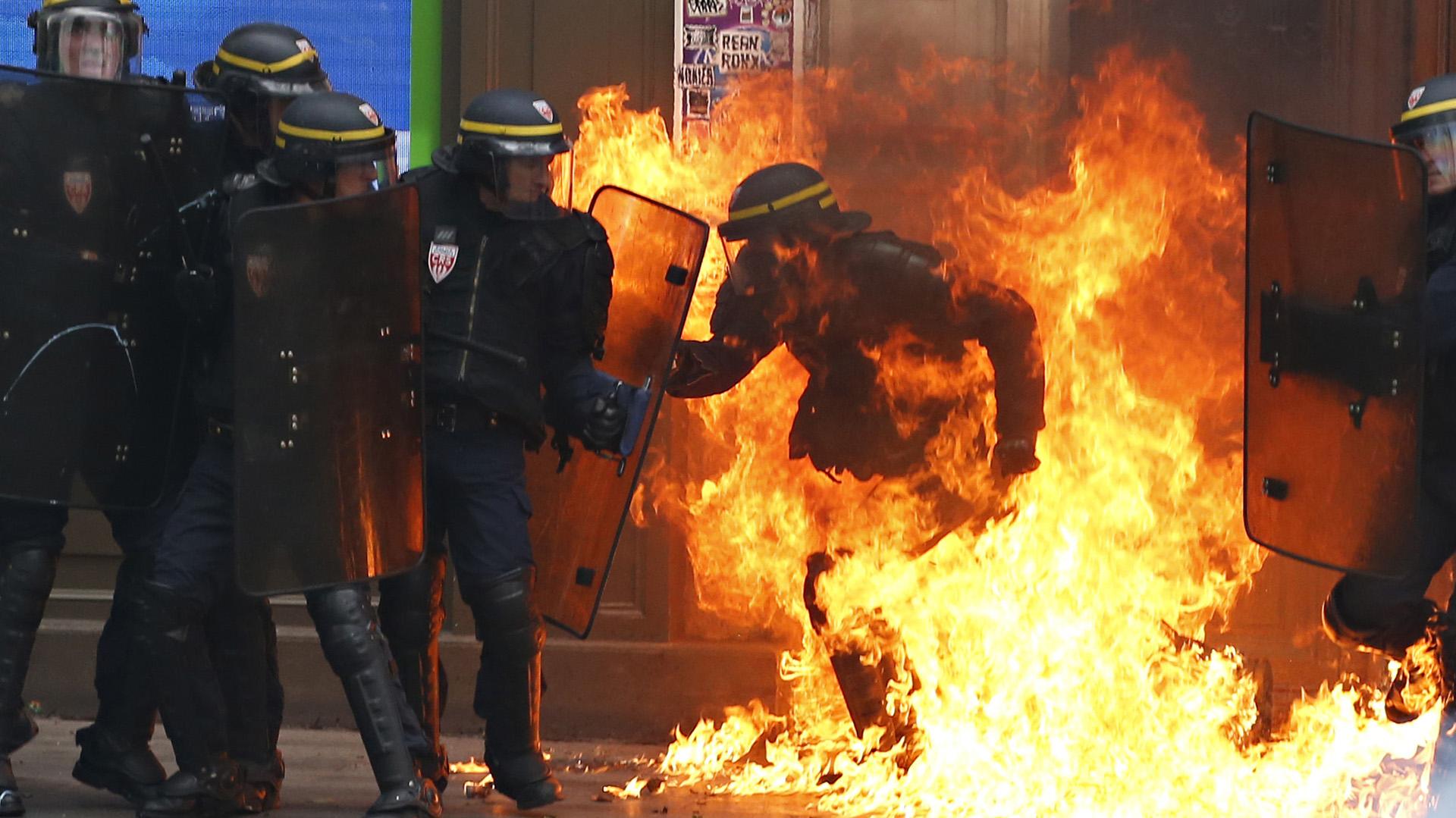 Al menos 8 policías y 4 manifestantes resultaron heridos en el marco de la protesta de este jueves (AFP)