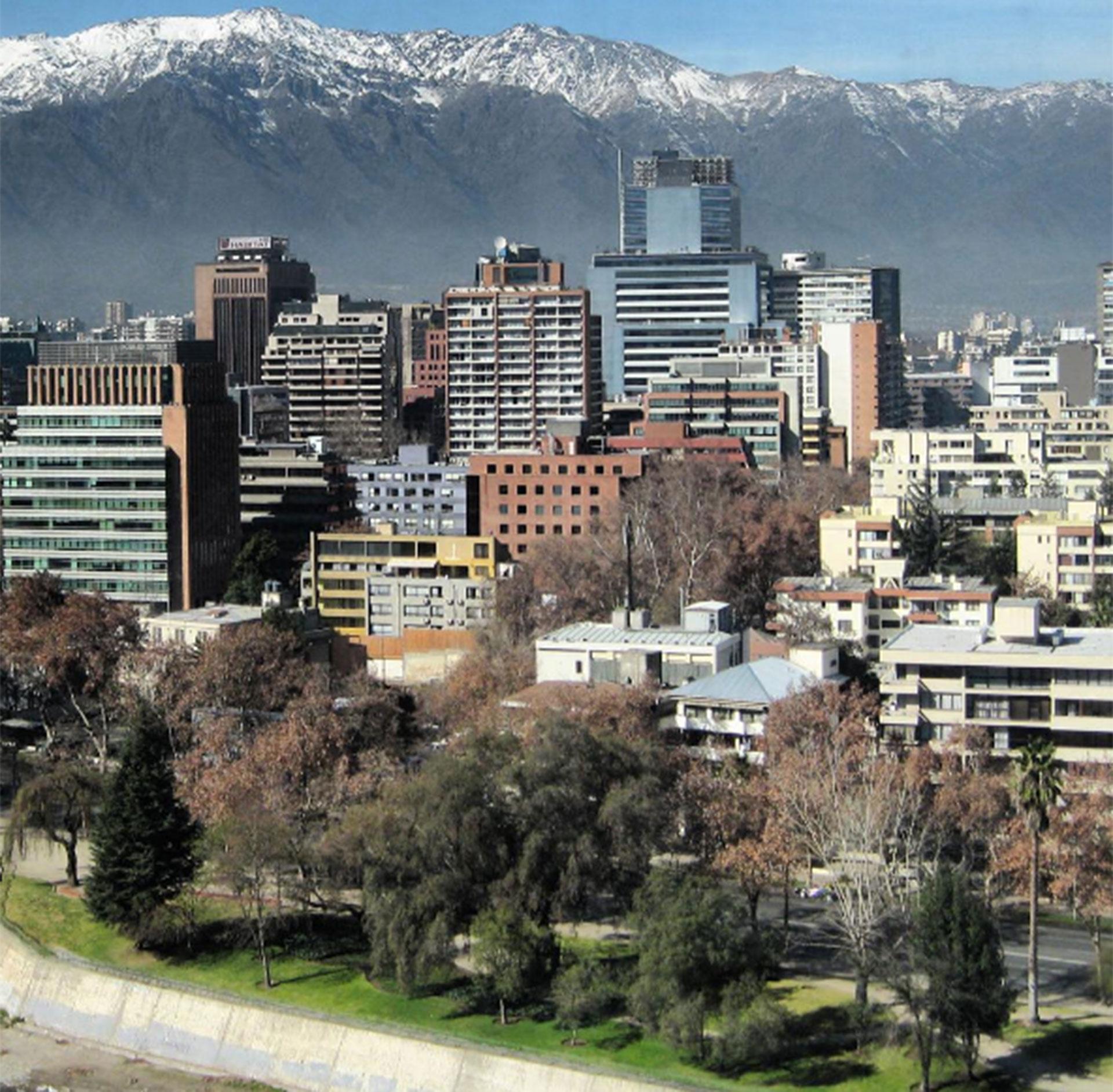 Santiago de Chile. Desde allí emprendería su viaje por parte del Océano Pacífico Sur