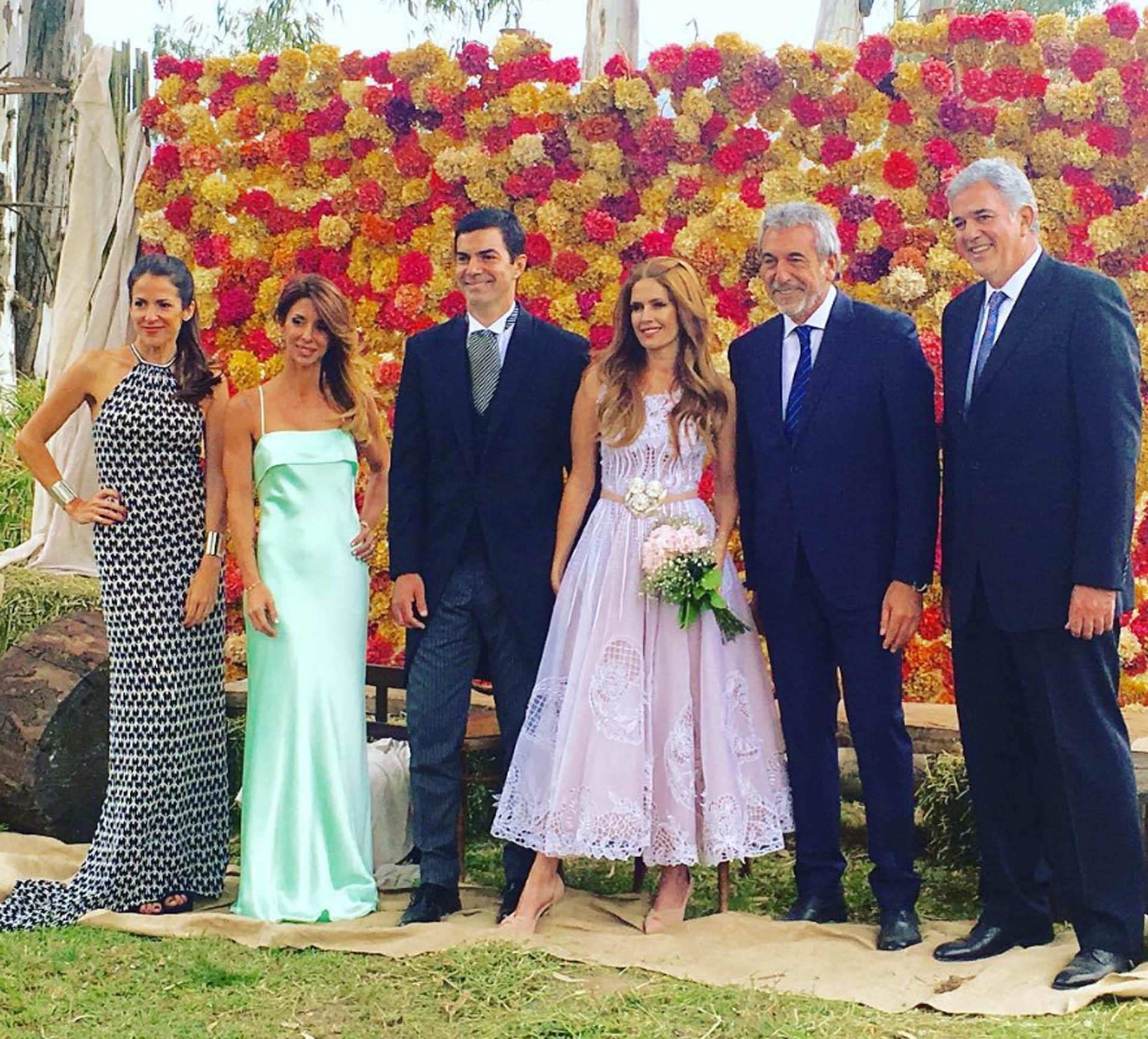 Isabel Macedo y Juan Manuel Urtubey junto a los testigos de la boda