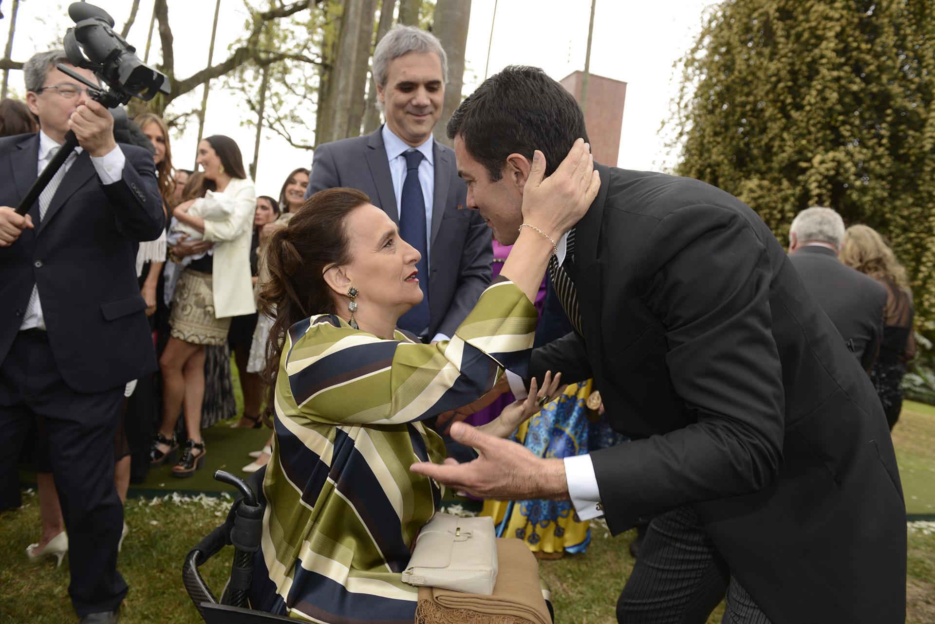 La vicepresidente Gabriela Michetti y su novio Juan Tonelli saludan a Urtubey