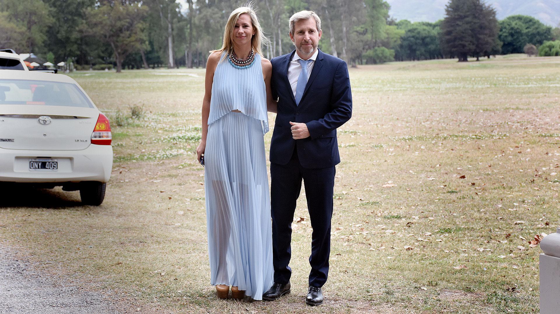 El ministro de Interior y Obras Públicas, Rogelio Frigerio, y su mujer Victoria Costoya.