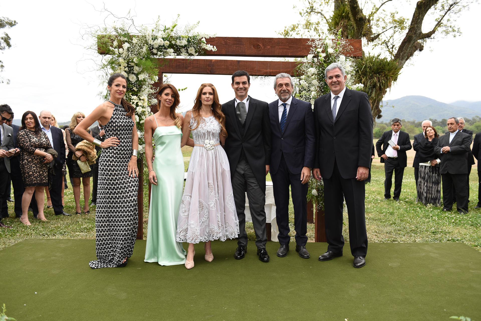 Los novios junto a los testigos: Agustina Lecouna, Milagros Brito, Daniel Awada y Facundo Urtubey