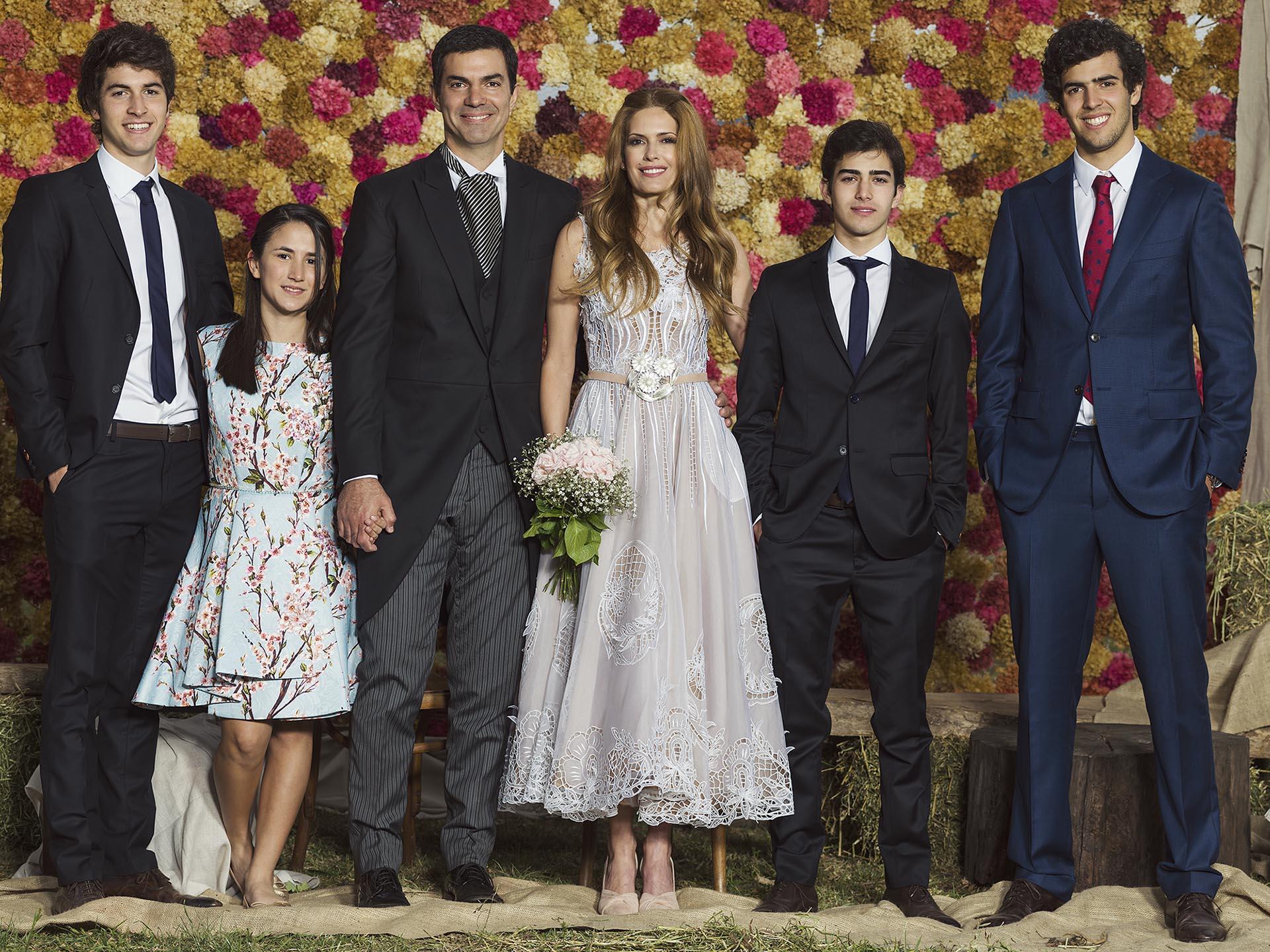 Los hijos del gobernador, Lucas, Juana, Mateo y Marcos Urtubey, lo acompañaron en su boda.