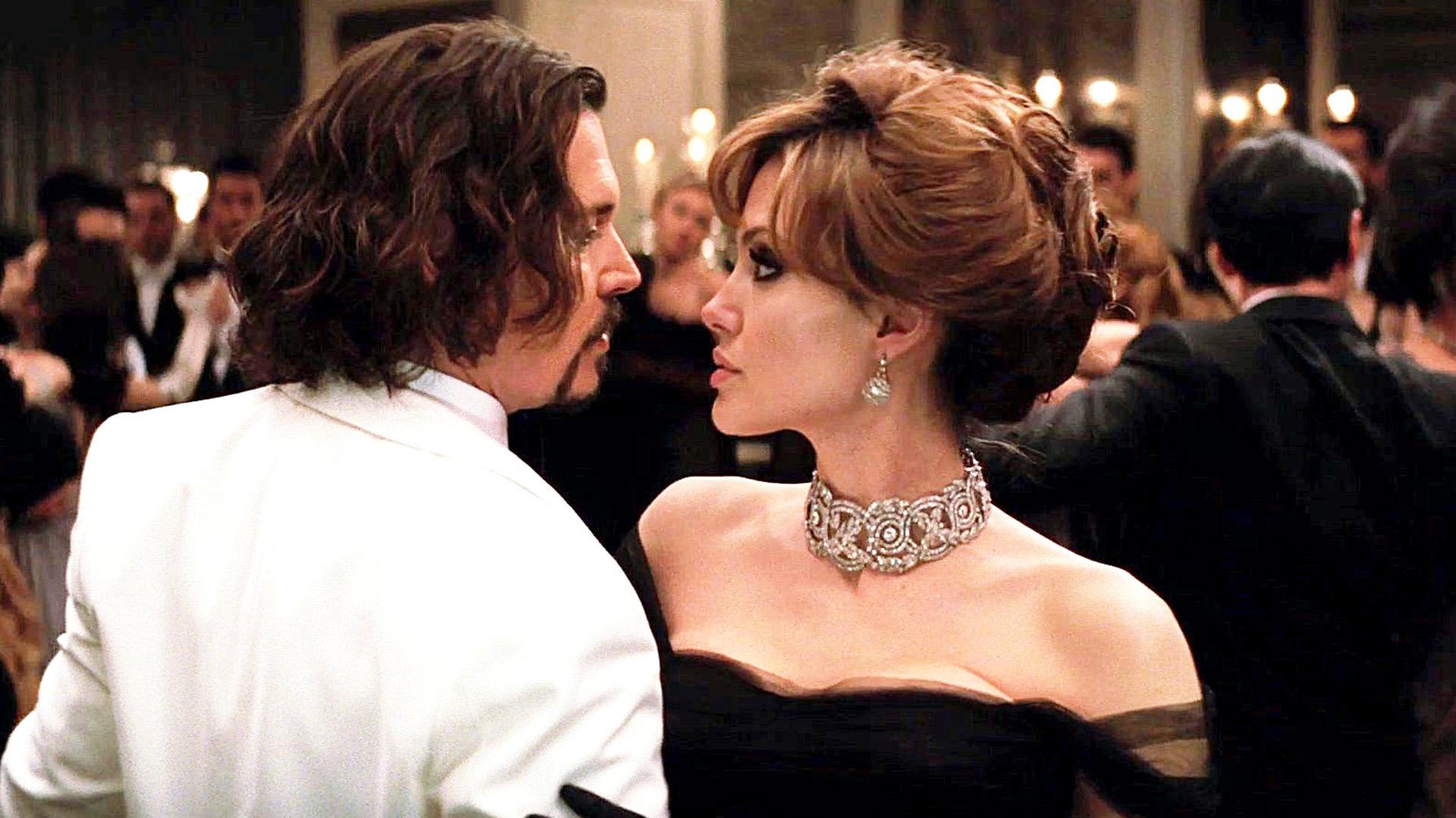 Angelina Jolie busca consuelo en Johnny Depp tras su dramática separación de Brad Pitt