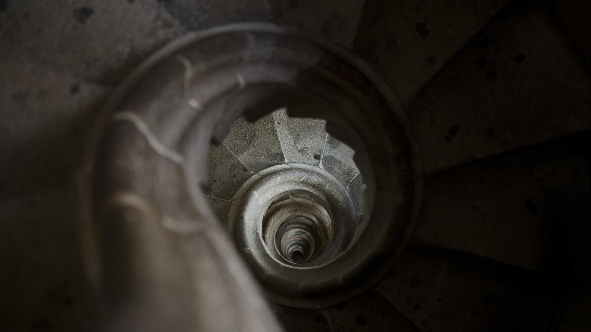 Detalle de la escalera caracol de la torre campanario (lado occidental)