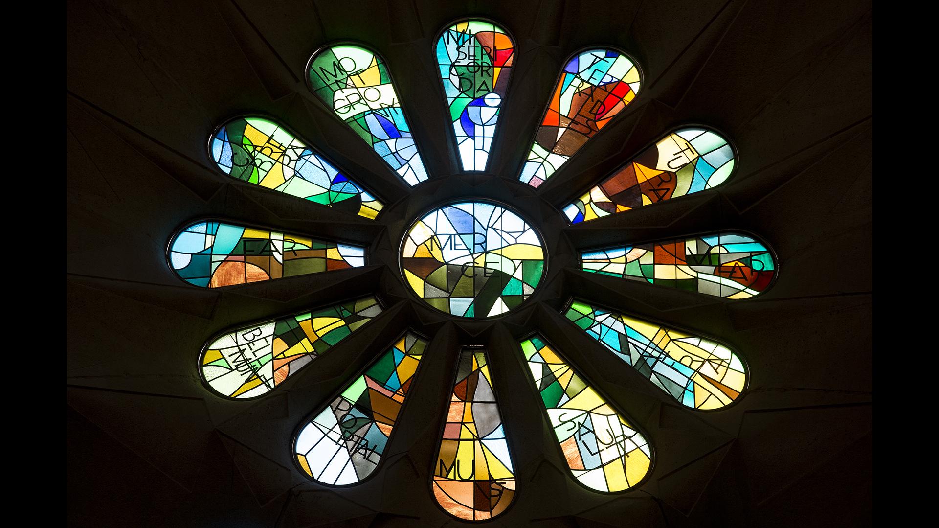 La Sagrada Familia es una obra grandiosa, compleja desde el punto de vista arquitectónico, y llena de simbología religiosa