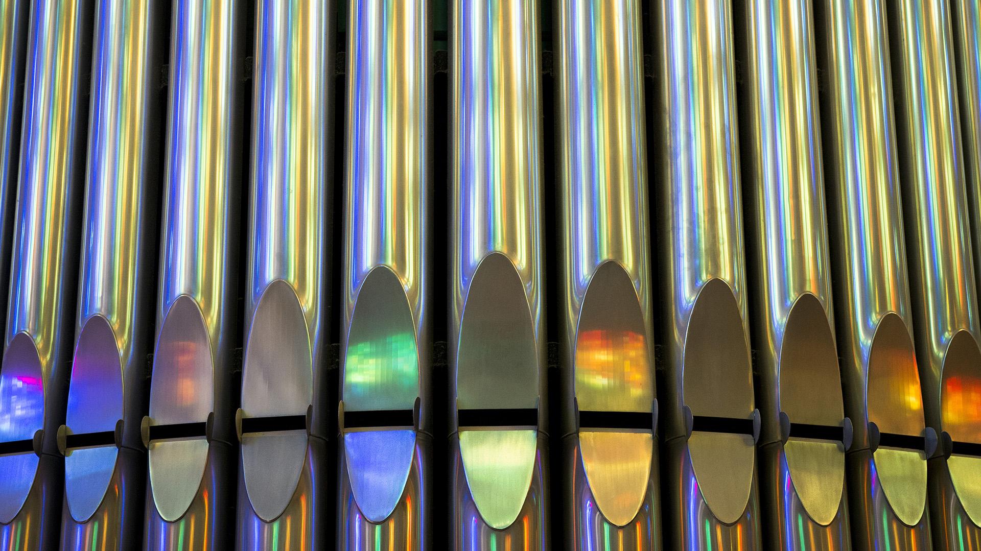 Detalles de los tubos del órgano de la Sagrada Famillia