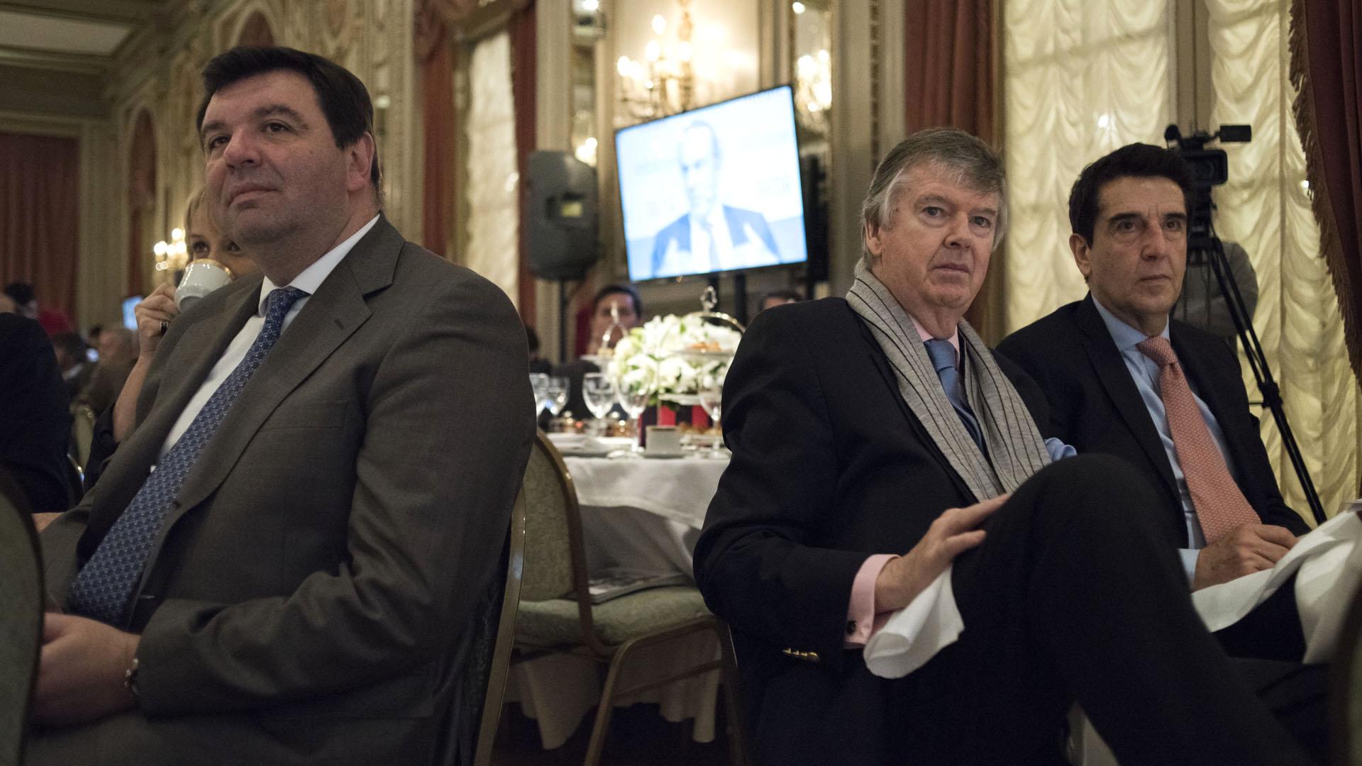 El juez federal Ariel Lijo, el presidente del Banco Nación, Carlos Melconian, y el ex banquero Guillermo Stanley.
