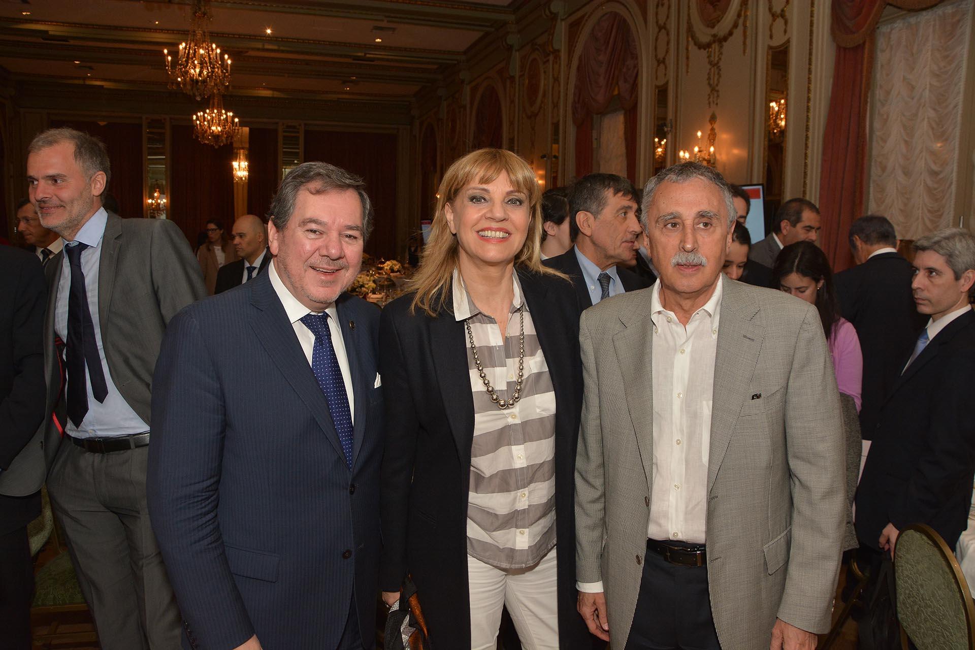 Mario Montoto, la conductora Teté Coustarot, y el presidente de la Fundación del Sanatorio Güemes,Mario Lugones.
