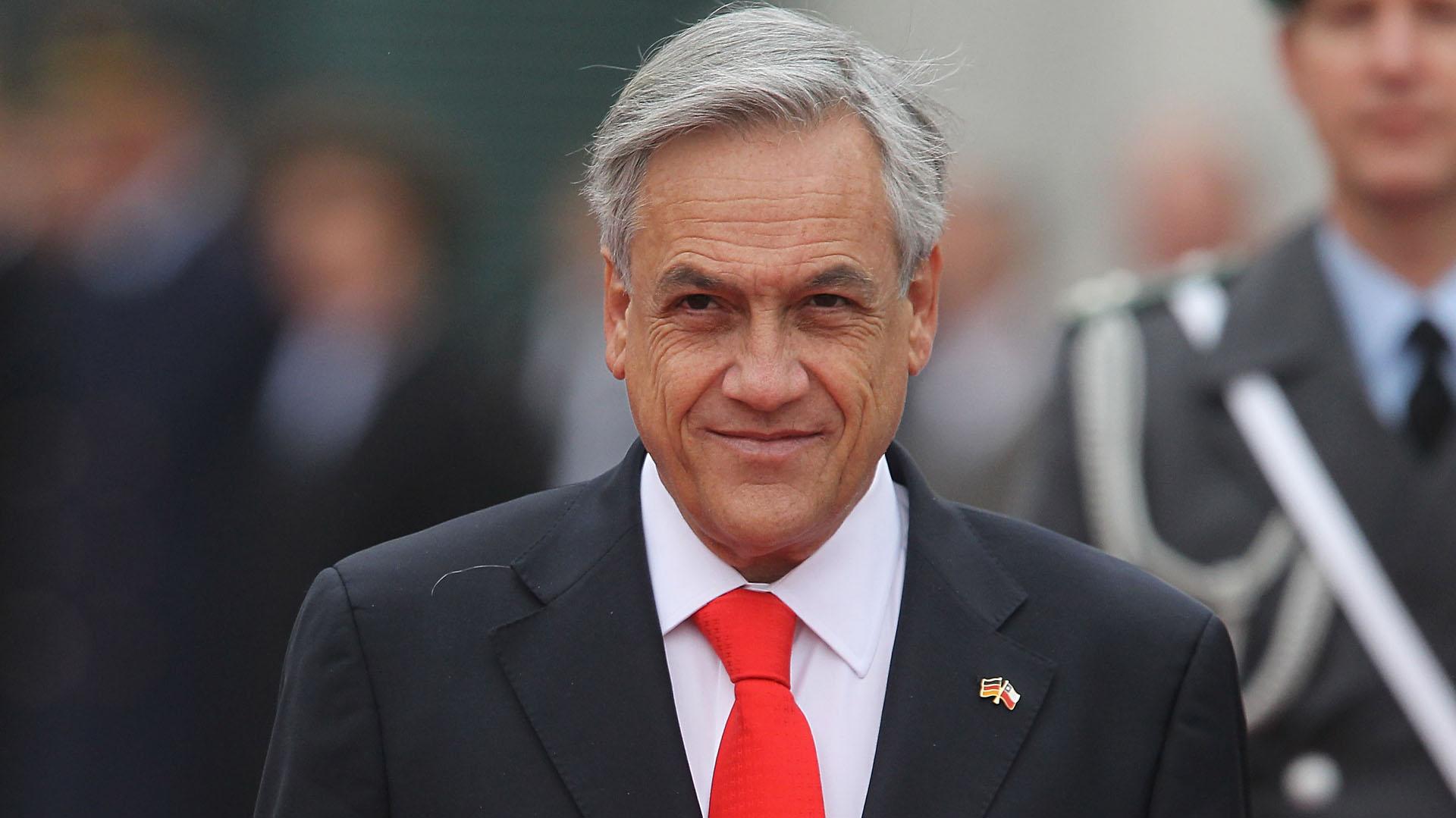 El ex presidente Sebastián Piñera lidera las encuestas de cara a las elecciones de este año, con una plataforma muy distinta a la de Bachelet (Getty Images)