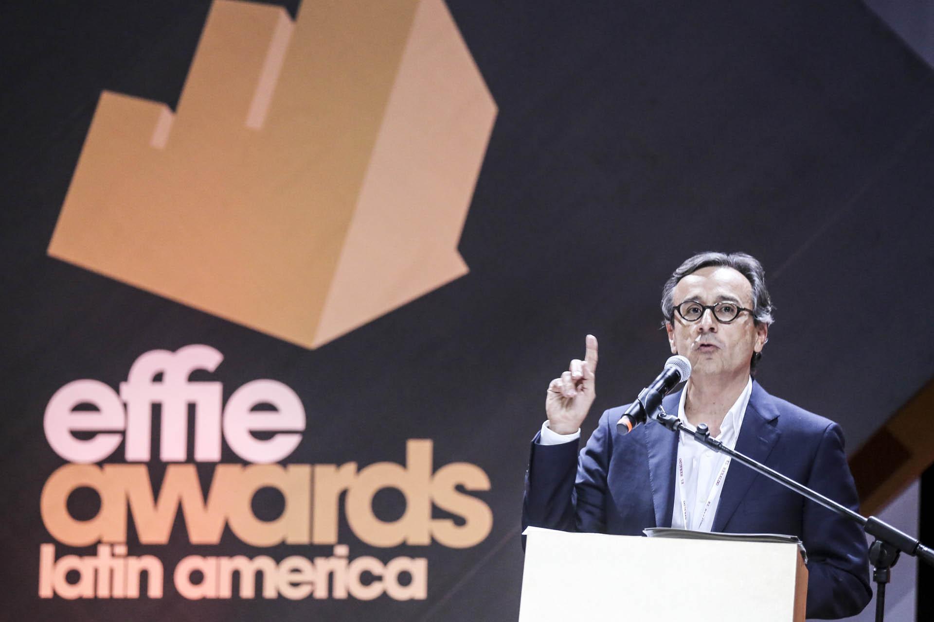 """Antonio Lucio, CMO Global de HP, entregó el premio de la categoría """"Alimentos"""" a Pomarola"""