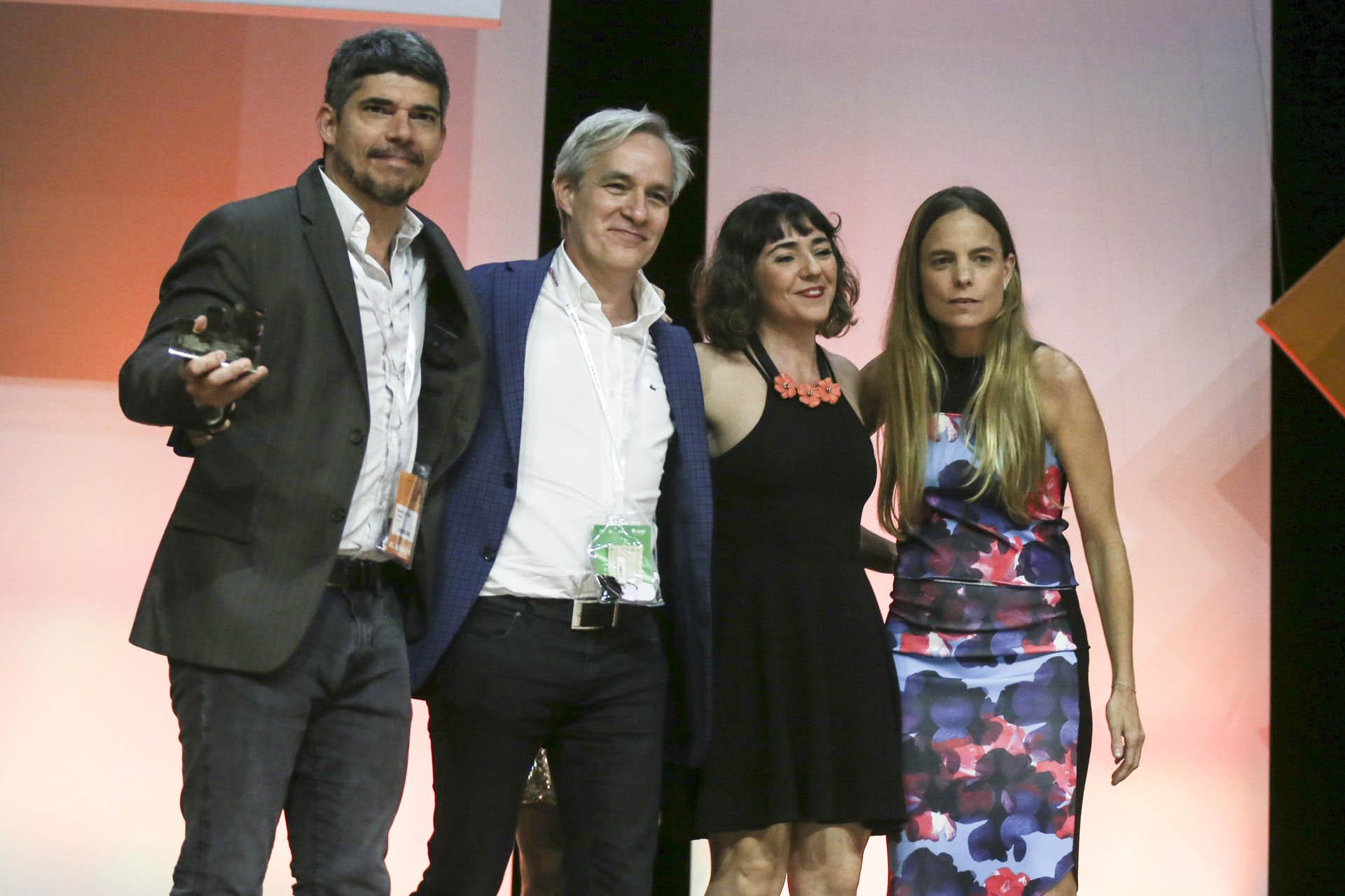 Gray Alain Groenendaan, CEO Global, junto al equipo de Grey Argentina