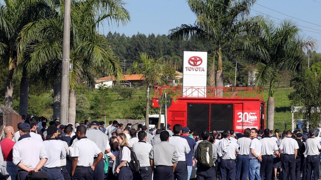 Muchas compañías despidieron miles de trabajadores en los últimos meses (Reuters)