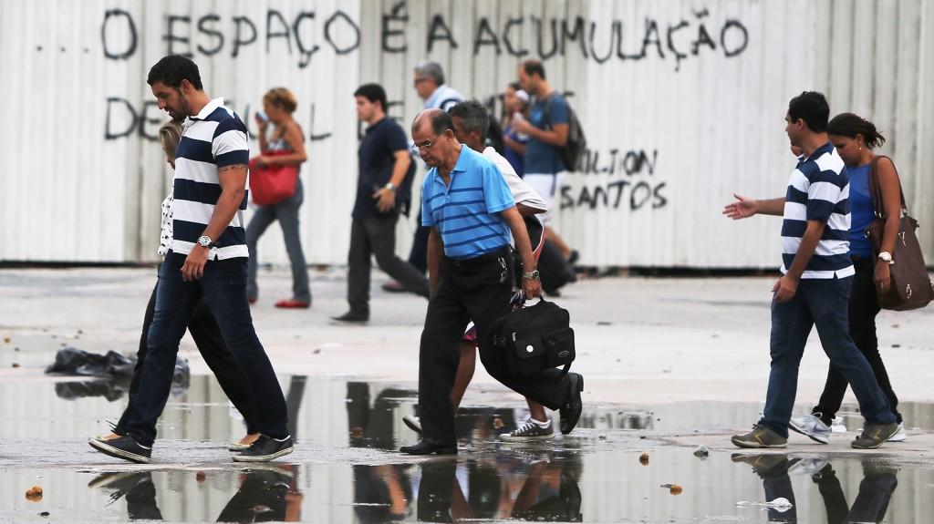 La economía brasileña pasa por un momento delicado. En la imagen, gente que busca trabajo (Getty)