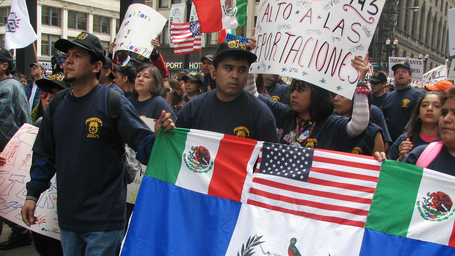 En los EE.UU. hubo marchas contra la expulsión de latinos indocumentados. (Getty)