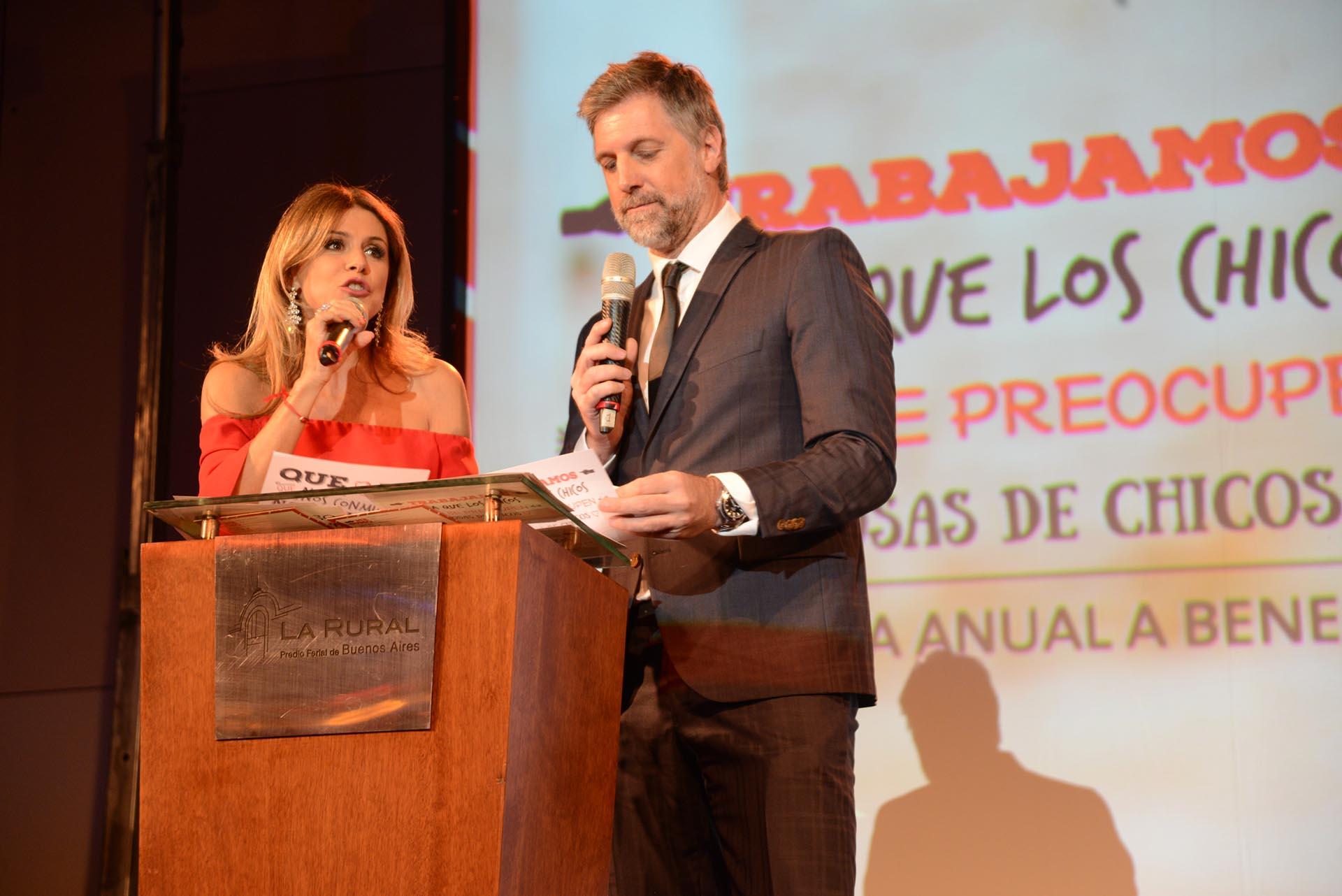Flavia Palmiero y Horacio Cabak estuvieron a cargo de la conducción de la séptima Comida Anual de Haciendo Camino