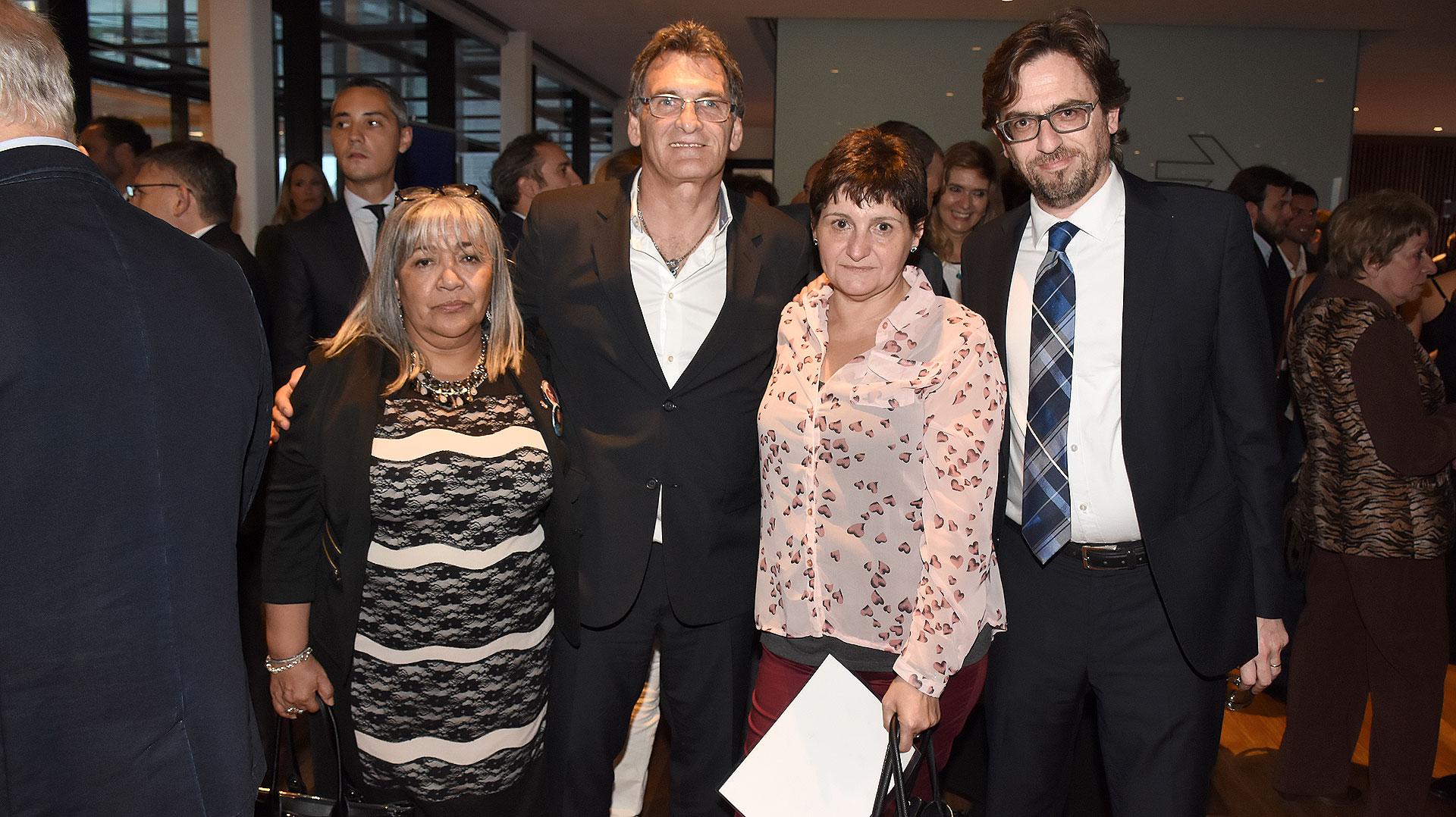 Nilda Gomez, madre de una víctima de Cromañón, el secretario de Derechos Humanos de la Nación Claudio Avruj y Gladys Cabezas