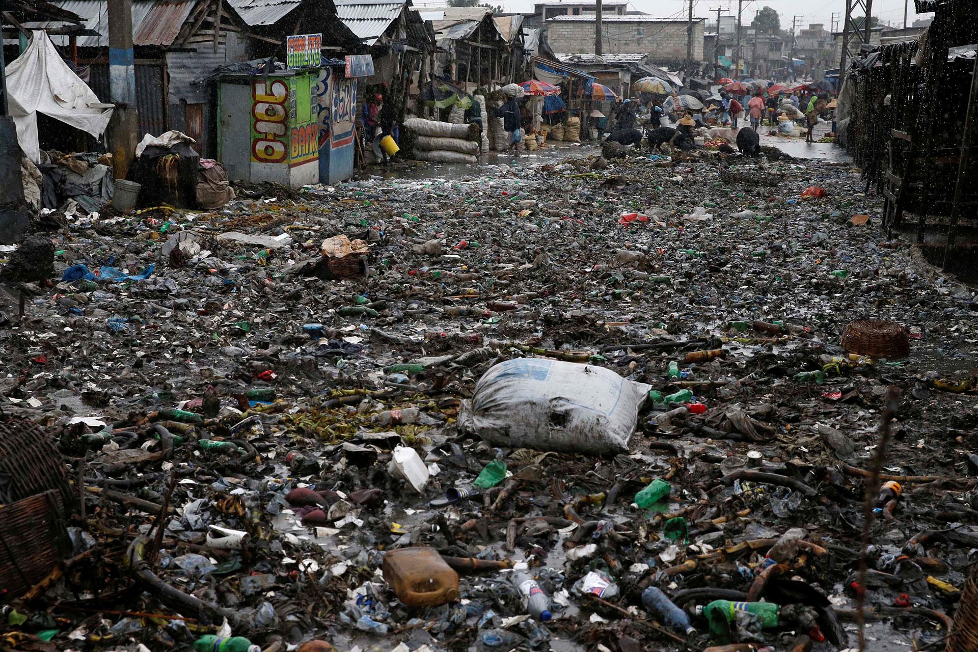 La basura que dejó una de las inundaciones en Haití (Reuters)