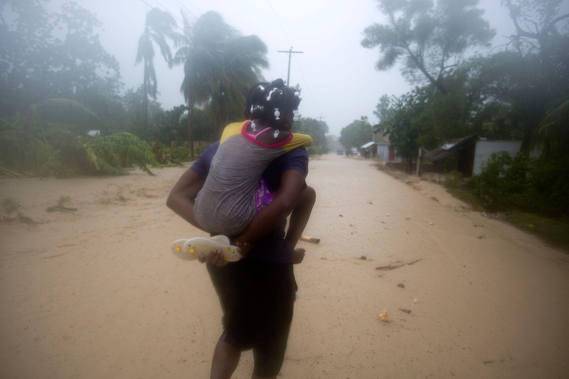 En las provincias colindantes como Santiago de Cuba, Granma, Holguín se han registrado también efectos de esta contingencia meteorológica como inundaciones, mientras la cifra de personas evacuadas en la mitad oriental subió hasta 1,3 millones (AP)