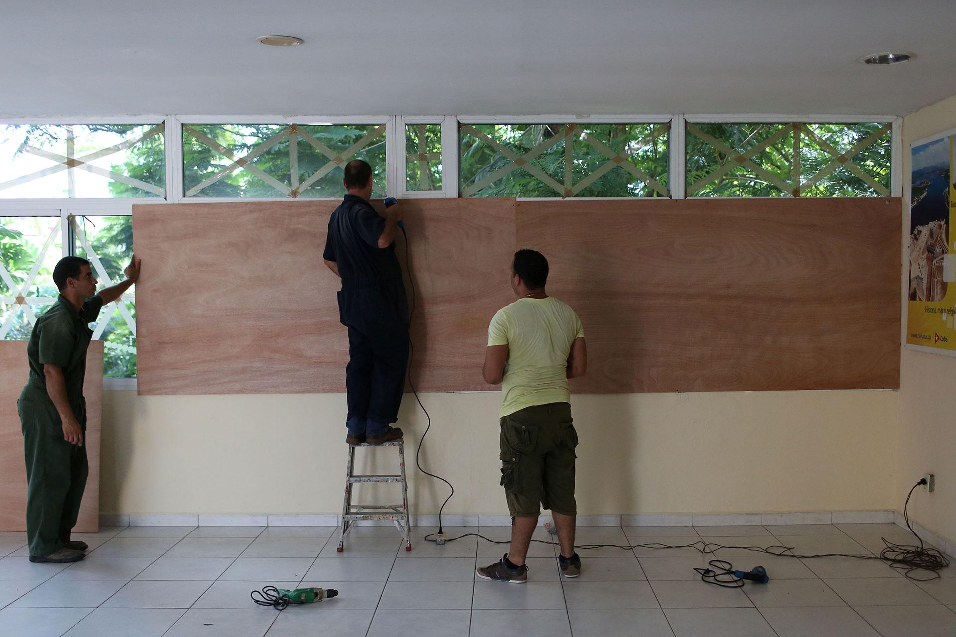 """""""Lo que sabemos es que muchas, muchas casas han sido dañadas. Algunas perdieron los tejados y tendrán que ser reemplazadas, mientras que otras resultaron totalmente destruidas"""", dijo François Anick Joseph, ministro del Interior de Haití (Reuters)"""