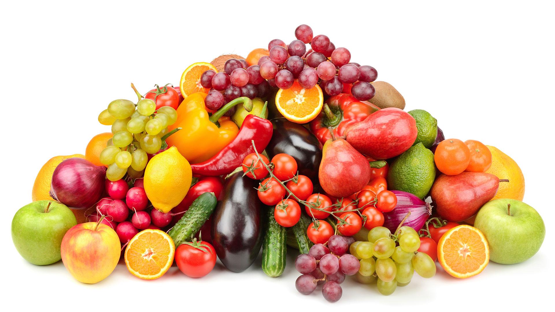 Las frutas y verduras contienen fibra en sus cáscaras y fibra soluble benficiosas para el instestino (iStock)