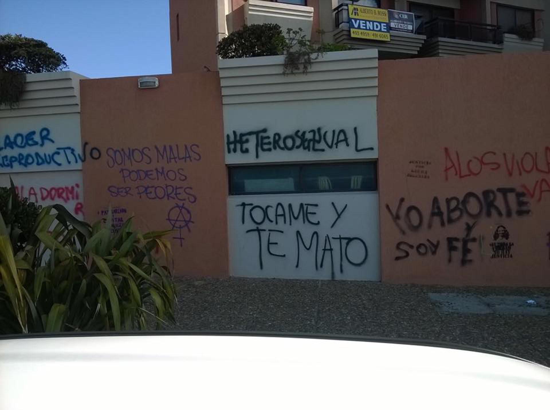 Una de las numerosas pintadas que parte de los manifestantes dejaron en las casas de Rosario