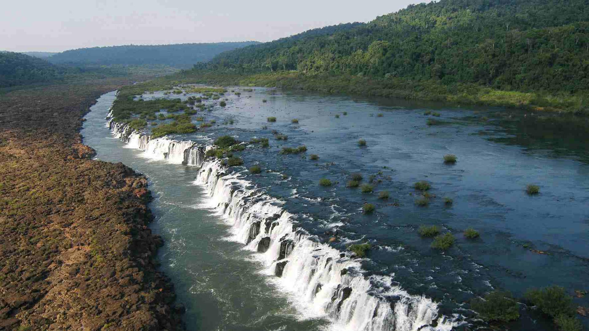 Dentro de la reserva existen varias áreas naturales protegidas, entre ellas el parque provincial Esmeralda que configura su área núcleo, el parque provincial Moconá, la reserva forestal Guaraní, el parque provincial Caá Yarí y la reserva natural cultural Papel Misionero