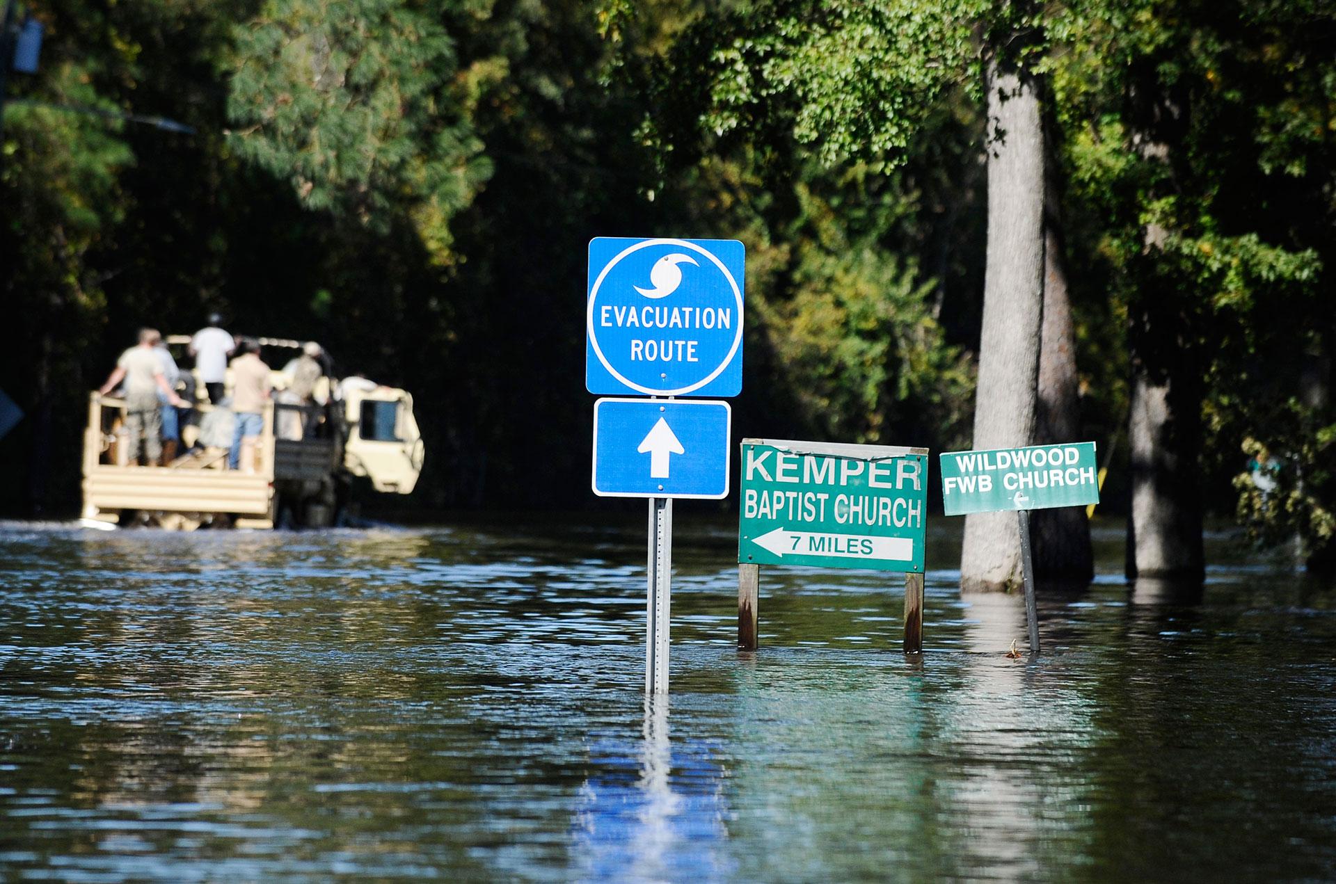 Las autoridades de Carolina del Norte pidieron que se respeten las rutas de evacuación