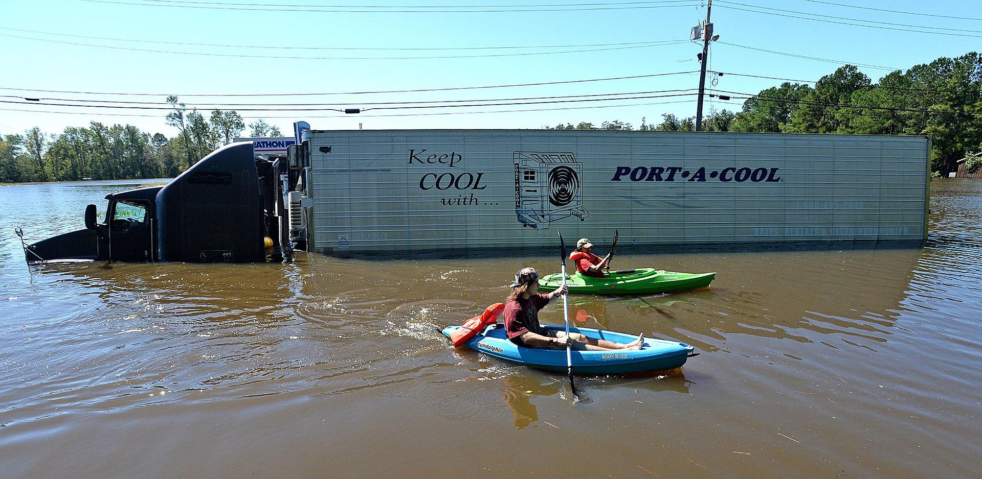 Cientos de vehículos quedaron bajo el agua