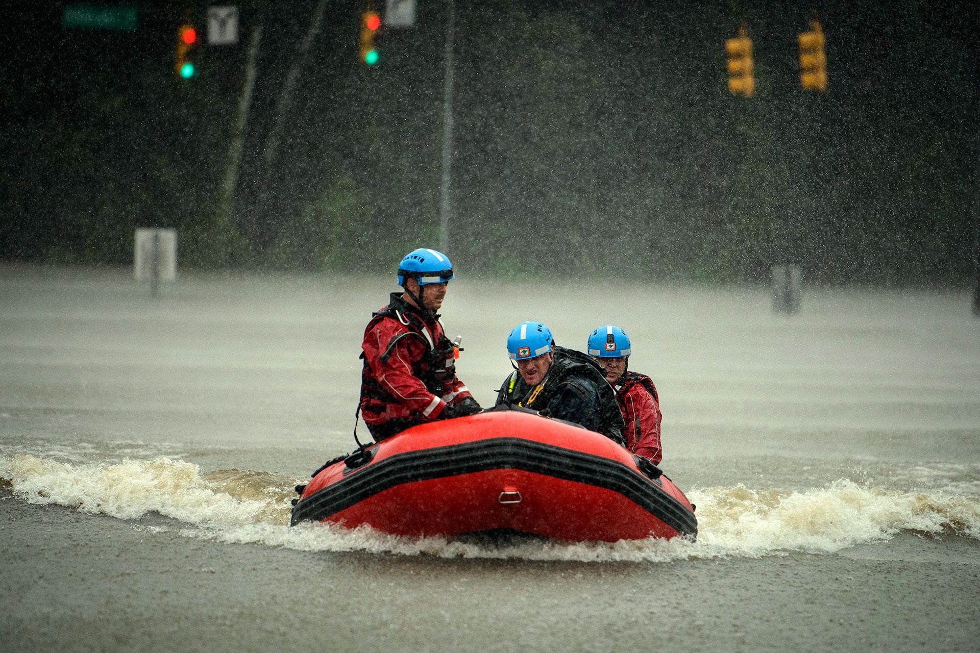 Un grupo de rescatistas en Carolina del Norte