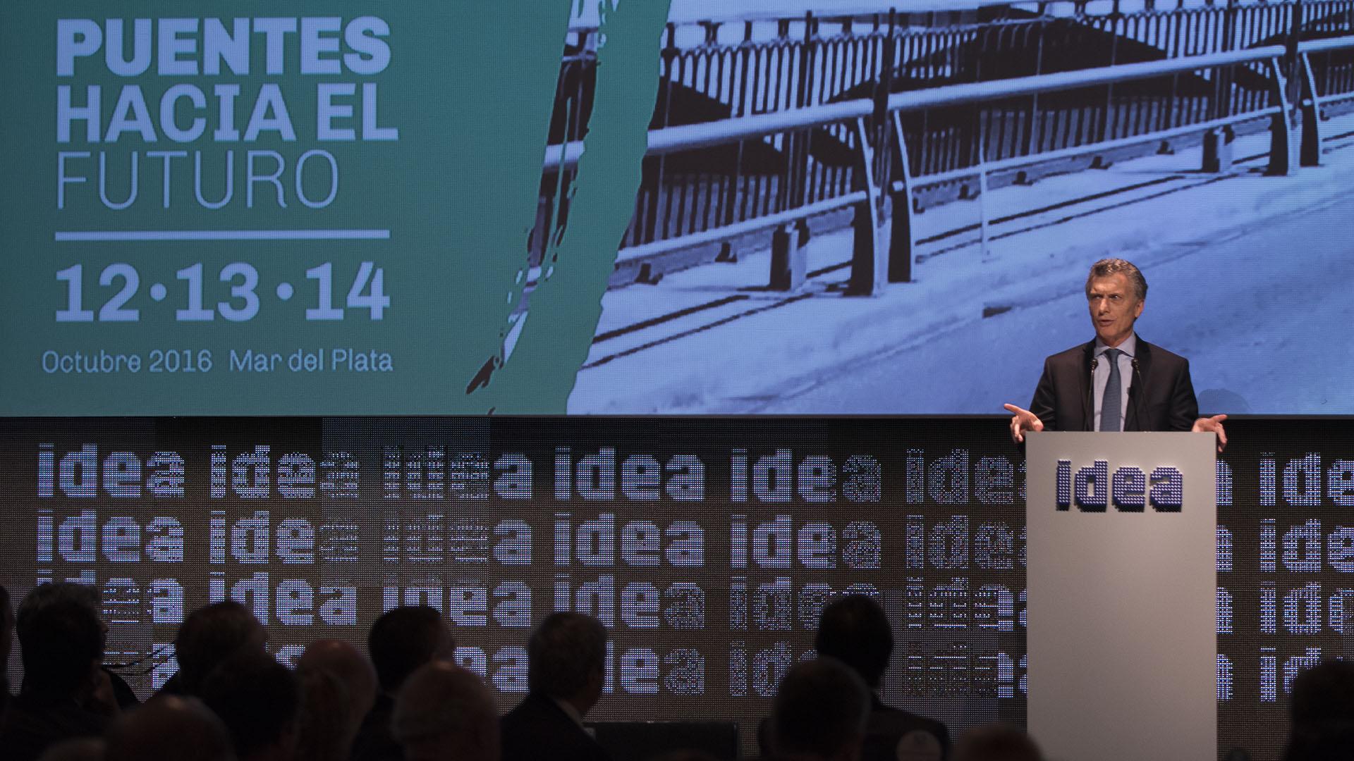 Mauricio Macri, el primer presidente en 15 años que participa del Coloquio de IDEA en Mar del Plata, inauguró el encuentro con un discurso en el que recordó su participación el año pasado, hizo referencia a su gestión y dejó un mensaje a los empresarios