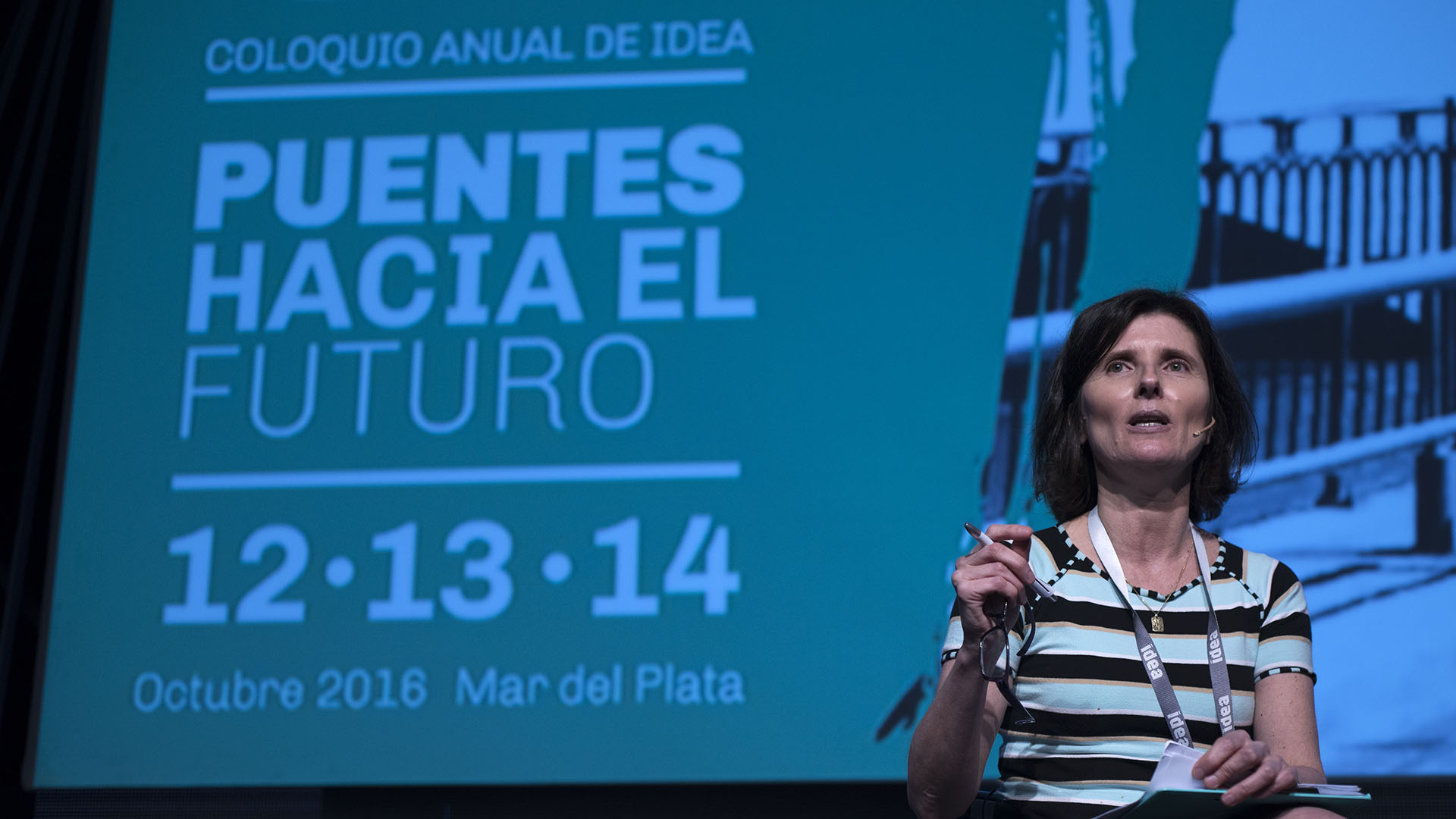 Luciana Vázquez, Periodista especializada en educación, Diario La Nación, en el segundo panel del Coloquio IDEA