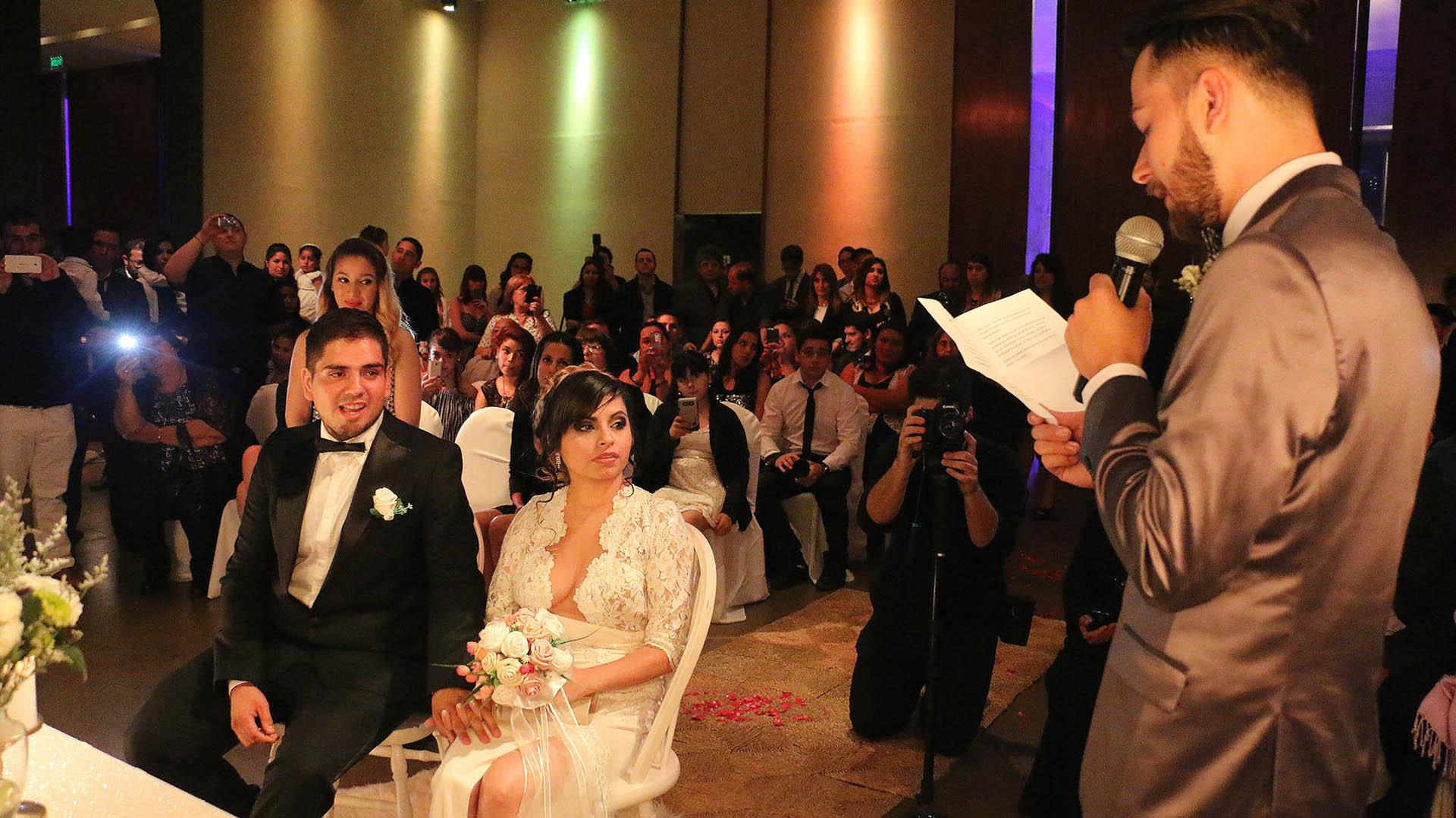 Damián, amigo de la pareja, tuvo una importante participación en la ceremonia