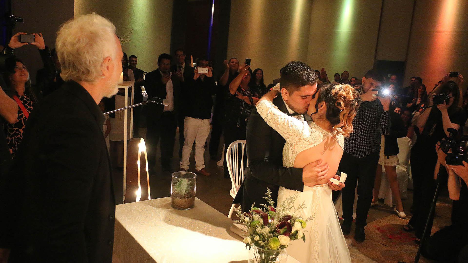 El beso apasionado entre Diego y Daniela